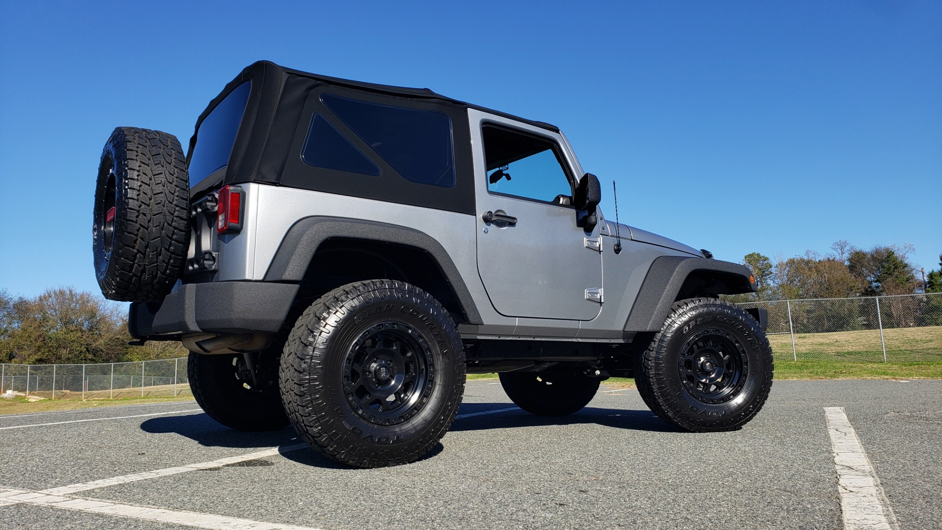 Used 2017 Jeep WRANGLER SPORT 4X4 / 3.6L V6 / MANUAL / AIR / LED LIGHTING / TOW GRP / AL for sale $31,900 at Formula Imports in Charlotte NC 28227 3