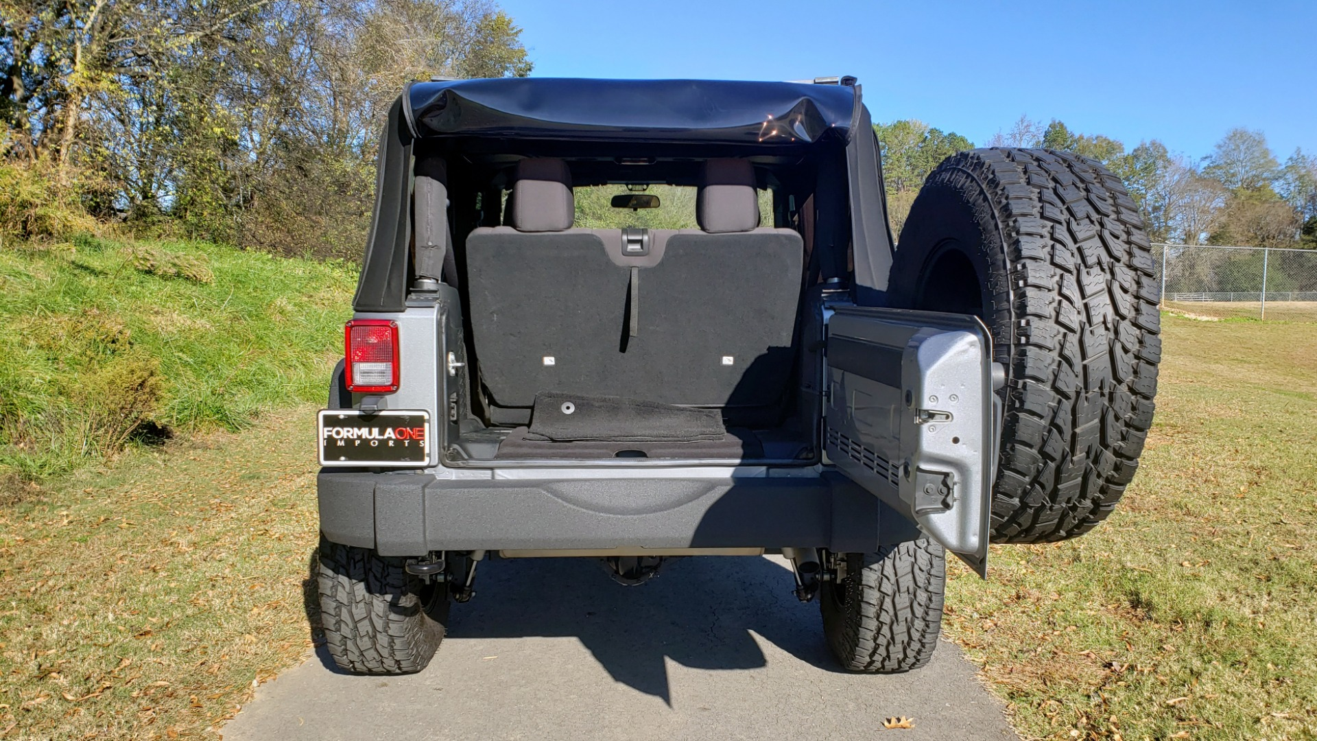 Used 2017 Jeep WRANGLER SPORT 4X4 / 3.6L V6 / MANUAL / AIR / LED LIGHTING / TOW GRP / AL for sale $31,900 at Formula Imports in Charlotte NC 28227 33