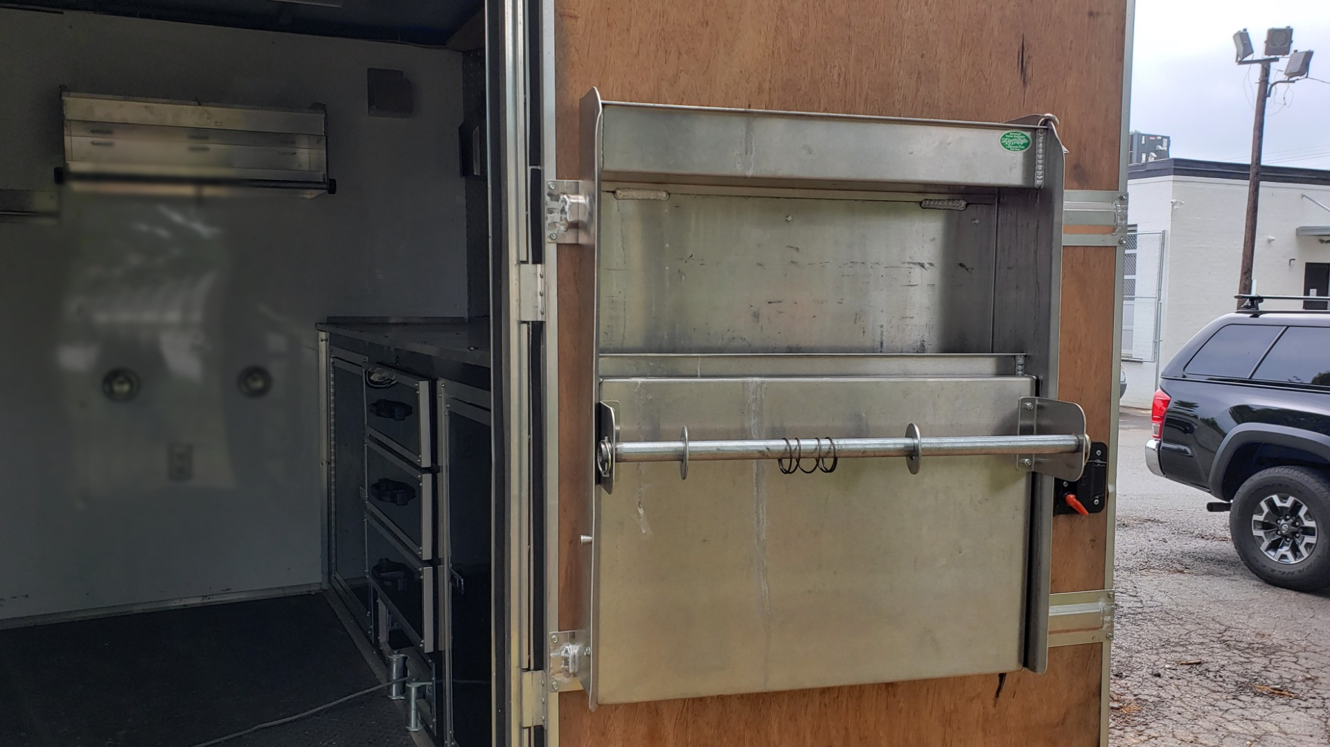 Used 2012 Hurricane 8.5x32 ENCLOSED TRAILER RAMP / AIR CONDITIONING / LOTS OF STORAGE for sale Sold at Formula Imports in Charlotte NC 28227 15