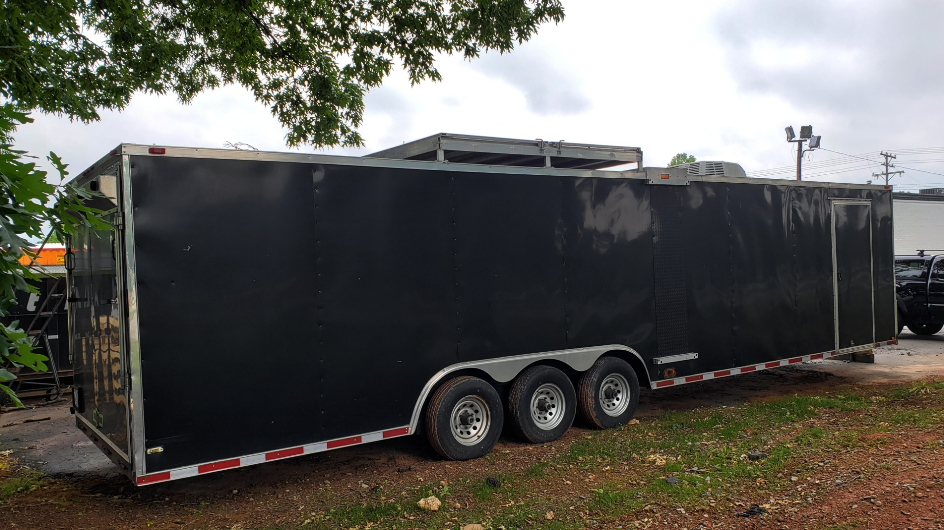 Used 2012 Hurricane 8.5x32 ENCLOSED TRAILER RAMP / AIR CONDITIONING / LOTS OF STORAGE for sale Sold at Formula Imports in Charlotte NC 28227 6