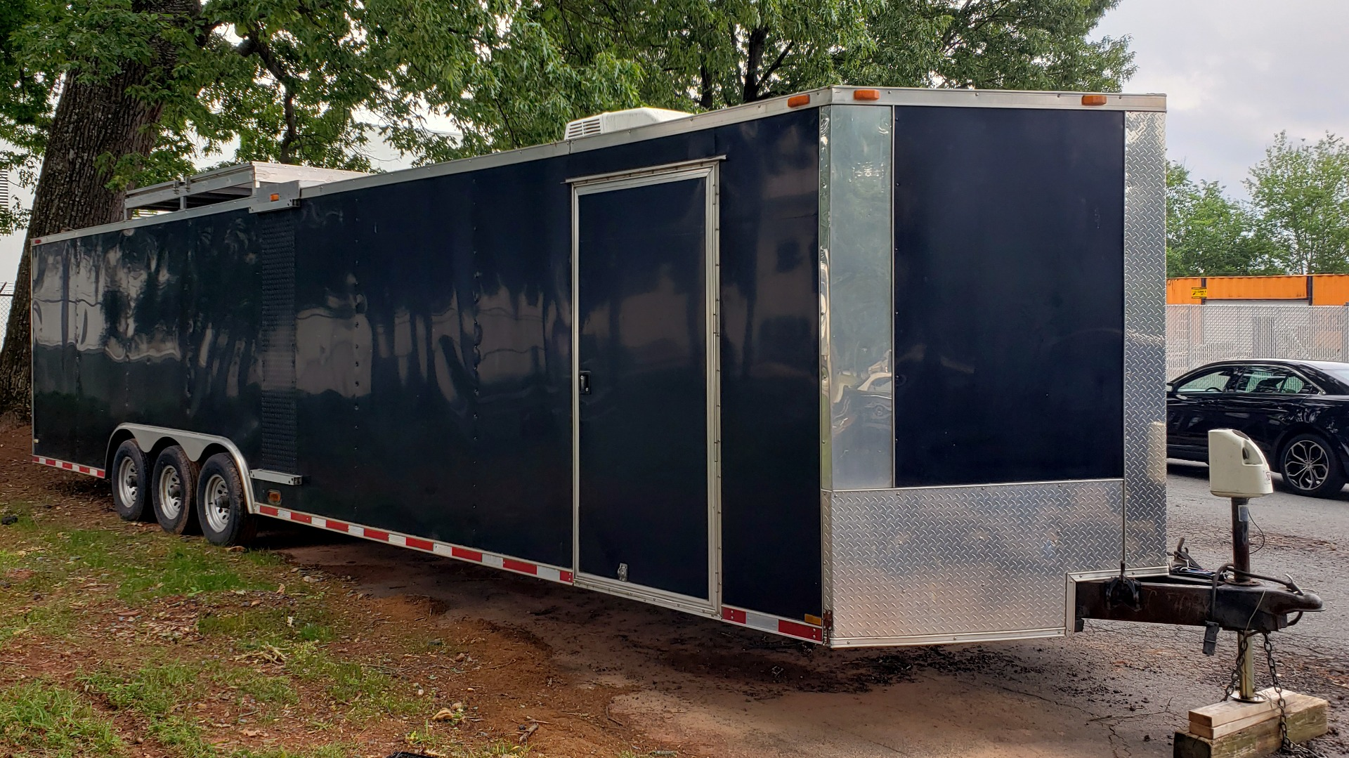 Used 2012 Hurricane 8.5x32 ENCLOSED TRAILER RAMP / AIR CONDITIONING / LOTS OF STORAGE for sale Sold at Formula Imports in Charlotte NC 28227 9