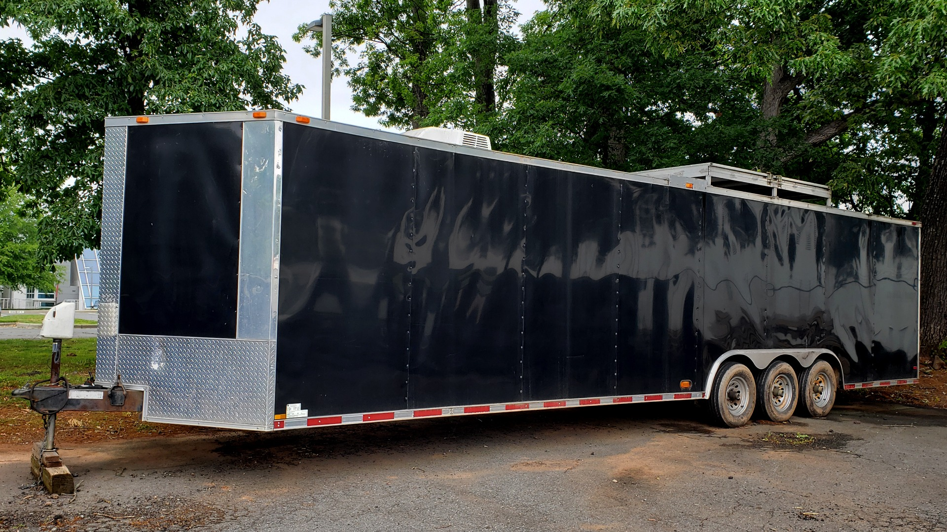 Used 2012 Hurricane 8.5x32 ENCLOSED TRAILER RAMP / AIR CONDITIONING / LOTS OF STORAGE for sale Sold at Formula Imports in Charlotte NC 28227 1