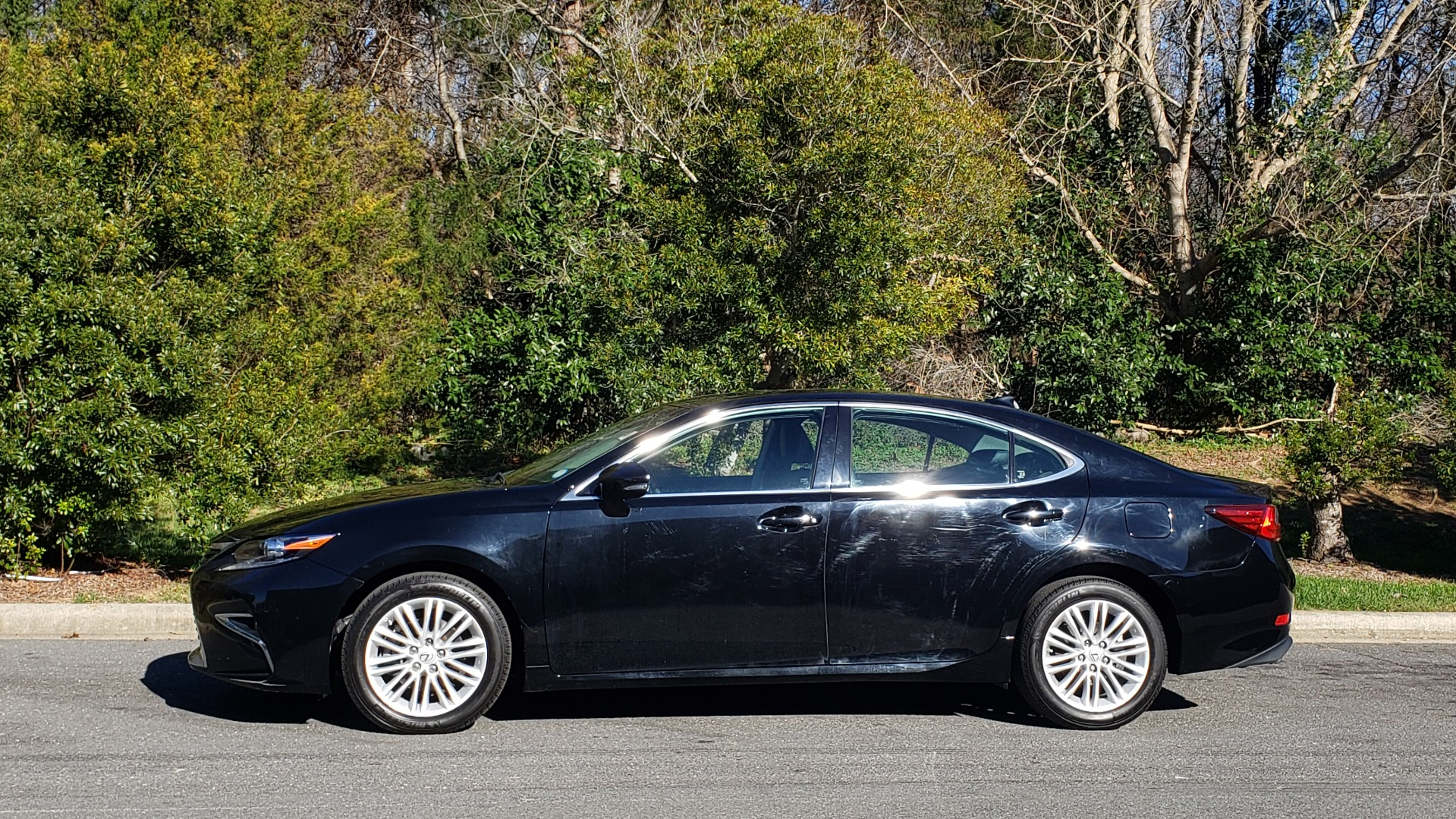Used 2017 Lexus ES 350 PREMIUM / NAV / SUNROOF / BSM / VENT STS / REARVIEW for sale $24,795 at Formula Imports in Charlotte NC 28227 2