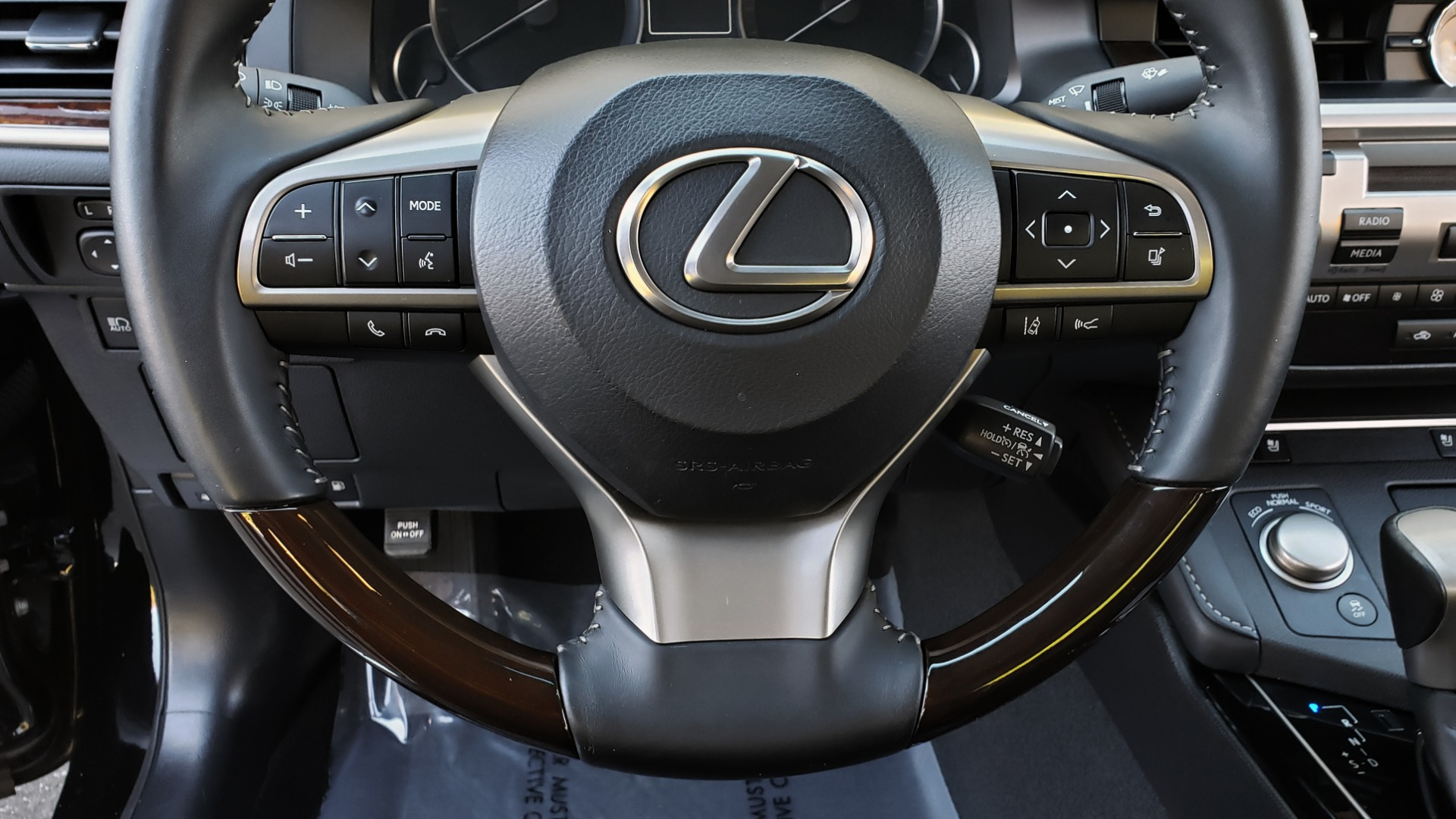 Used 2017 Lexus ES 350 PREMIUM / NAV / SUNROOF / BSM / VENT STS / REARVIEW for sale $24,795 at Formula Imports in Charlotte NC 28227 33