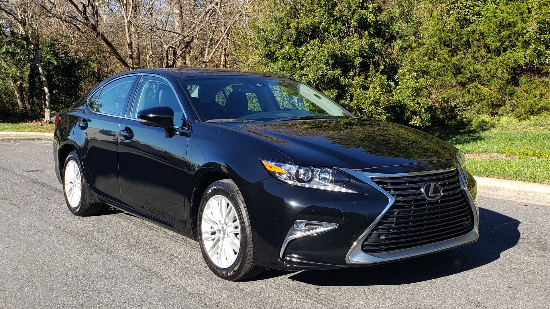 Used 2017 Lexus ES 350 PREMIUM / NAV / SUNROOF / BSM / VENT STS / REARVIEW for sale $24,795 at Formula Imports in Charlotte NC 28227 4