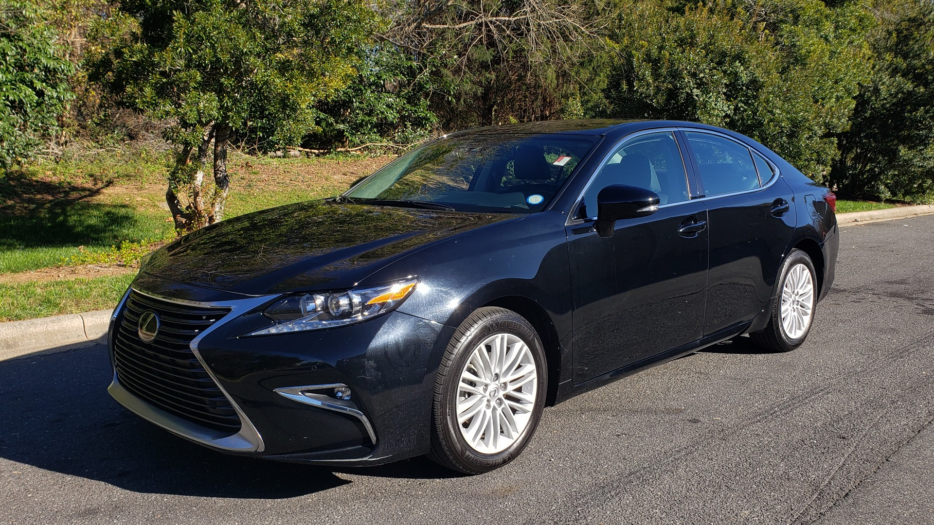 Used 2017 Lexus ES 350 PREMIUM / NAV / SUNROOF / BSM / VENT STS / REARVIEW for sale $24,795 at Formula Imports in Charlotte NC 28227 1