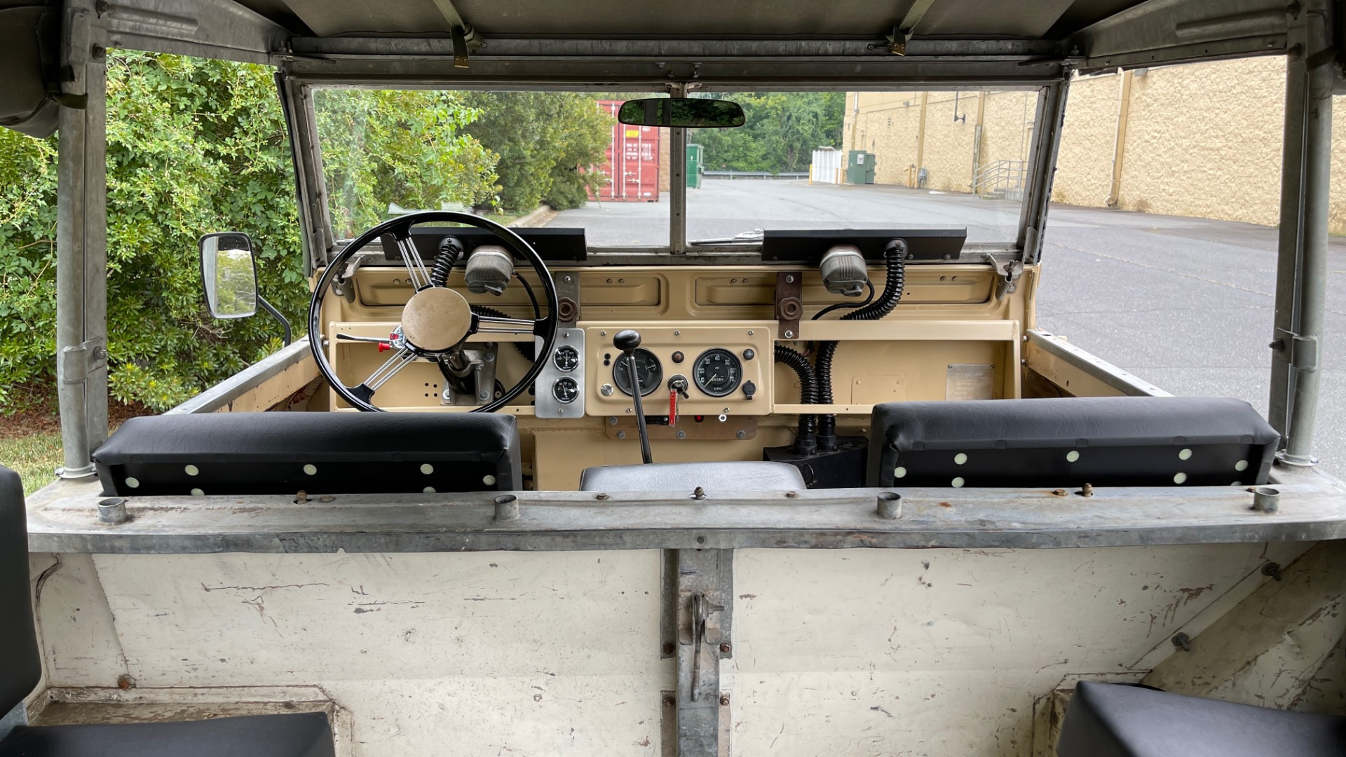 Used 1960 Land Rover 88 SERIES II VORTEC 4.8L V8 / 4X4 / 4-SPEED MANUAL / LIFTED / SOFT-TOP for sale $40,995 at Formula Imports in Charlotte NC 28227 34