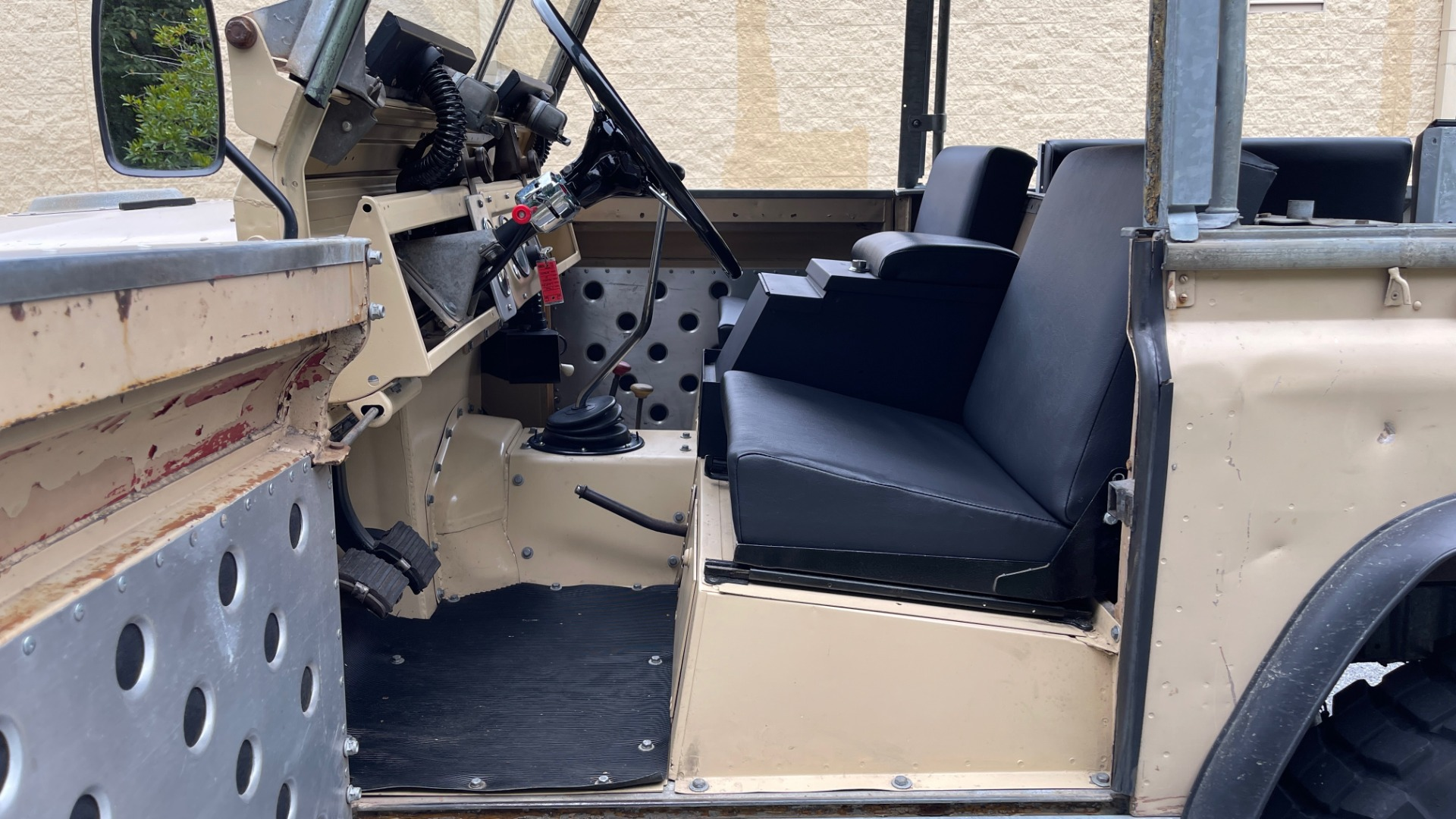 Used 1960 Land Rover 88 SERIES II VORTEC 4.8L V8 / 4X4 / 4-SPEED MANUAL / LIFTED / SOFT-TOP for sale $40,995 at Formula Imports in Charlotte NC 28227 44