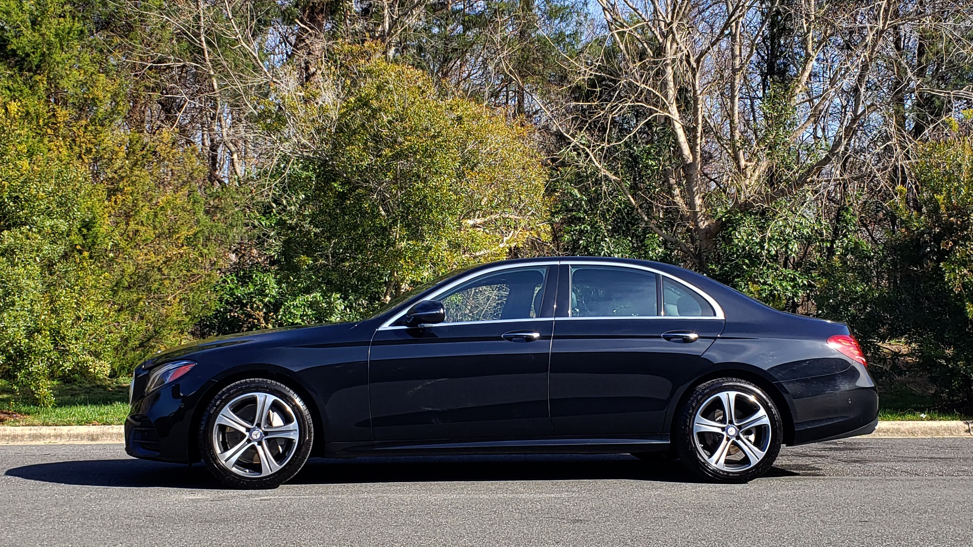 Used 2017 Mercedes-Benz E-CLASS E 300 PREMIUM / NAV / SUNROOF / BURMESTER / HTD STS / REARVIEW for sale Sold at Formula Imports in Charlotte NC 28227 2