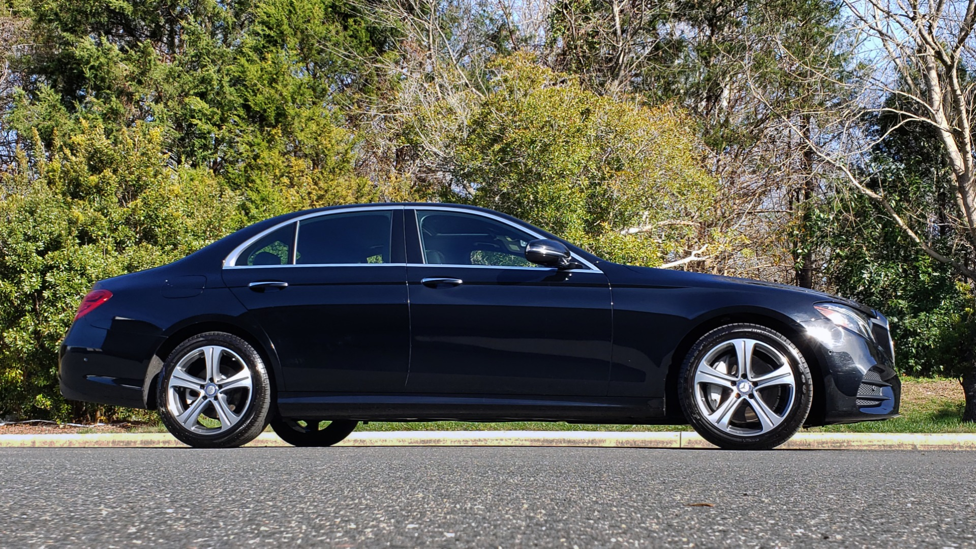 Used 2017 Mercedes-Benz E-CLASS E 300 PREMIUM / NAV / SUNROOF / BURMESTER / HTD STS / REARVIEW for sale $29,995 at Formula Imports in Charlotte NC 28227 5