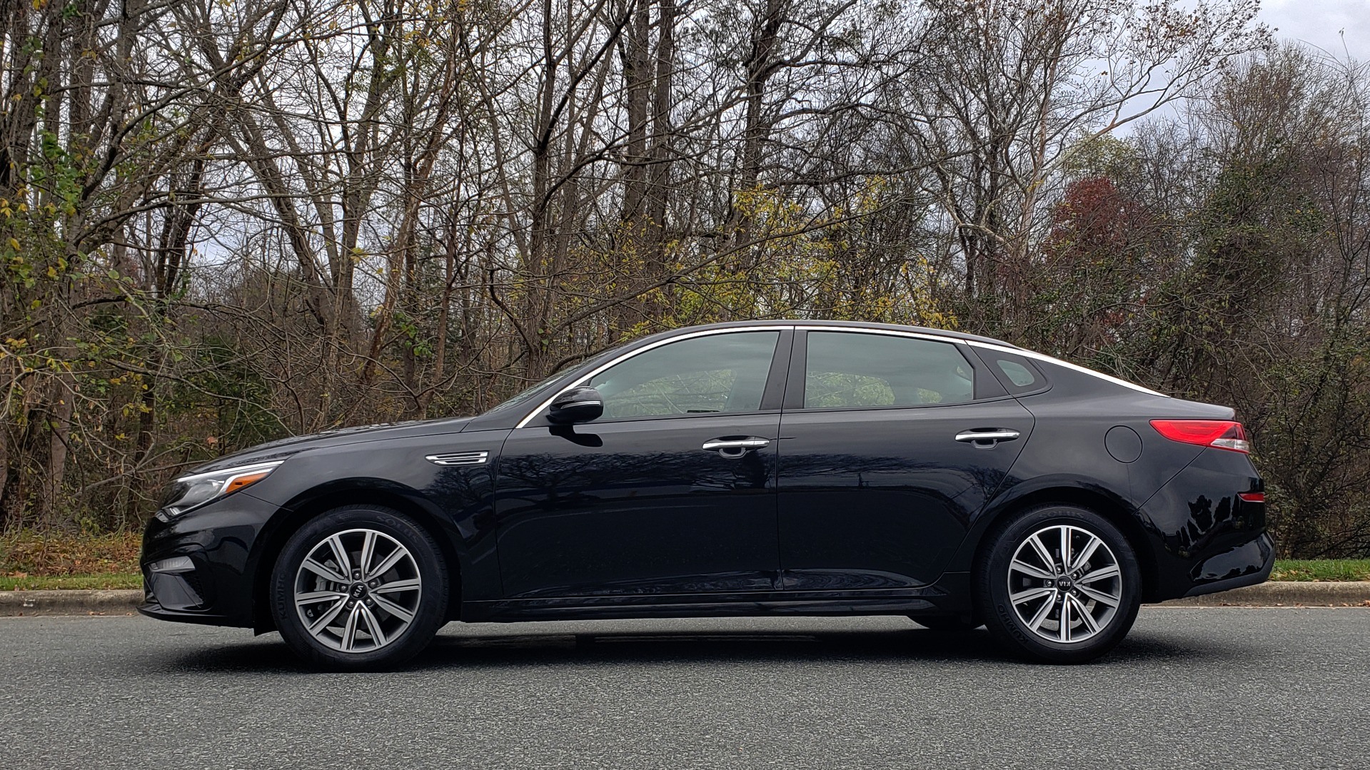 Used 2019 Kia OPTIMA LX AUTO / 2.4L 4-CYL / 6-SPD AUTO / REARVIEW / LOW MILES for sale $17,995 at Formula Imports in Charlotte NC 28227 2