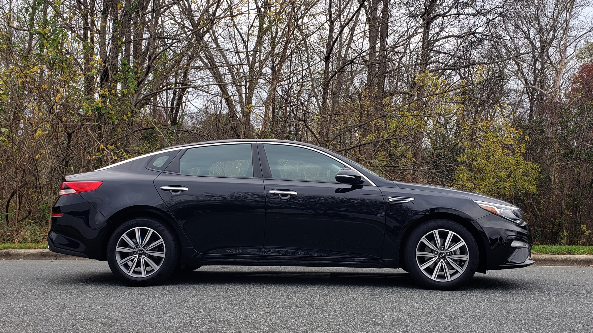 Used 2019 Kia OPTIMA LX AUTO / 2.4L 4-CYL / 6-SPD AUTO / REARVIEW / LOW MILES for sale $17,995 at Formula Imports in Charlotte NC 28227 5
