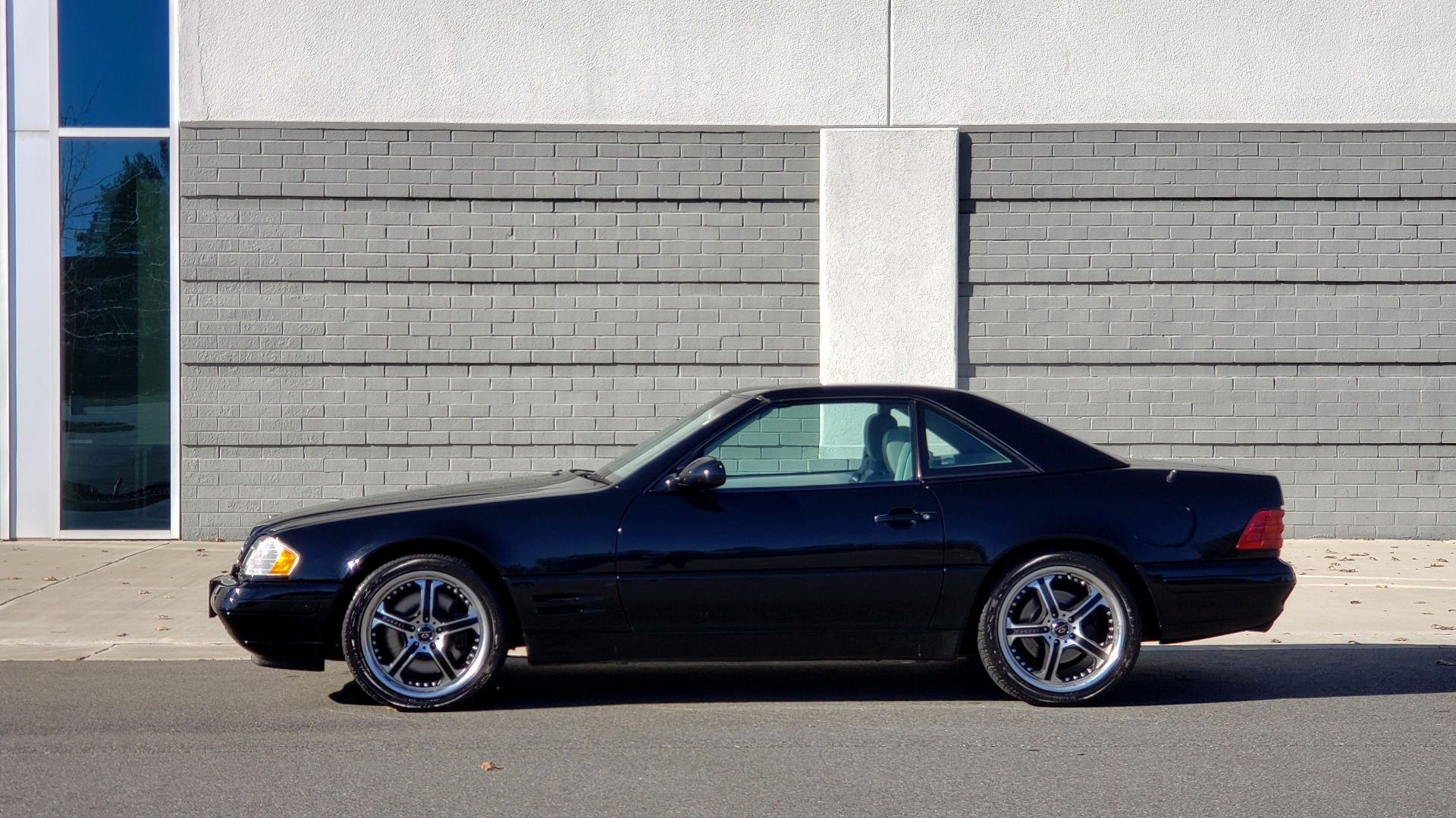 Used 1999 Mercedes-Benz SL-CLASS ROADSTER / 5.0L V8 (302HP) / 5-SPD AUTO / 18IN WHEELS for sale Sold at Formula Imports in Charlotte NC 28227 2