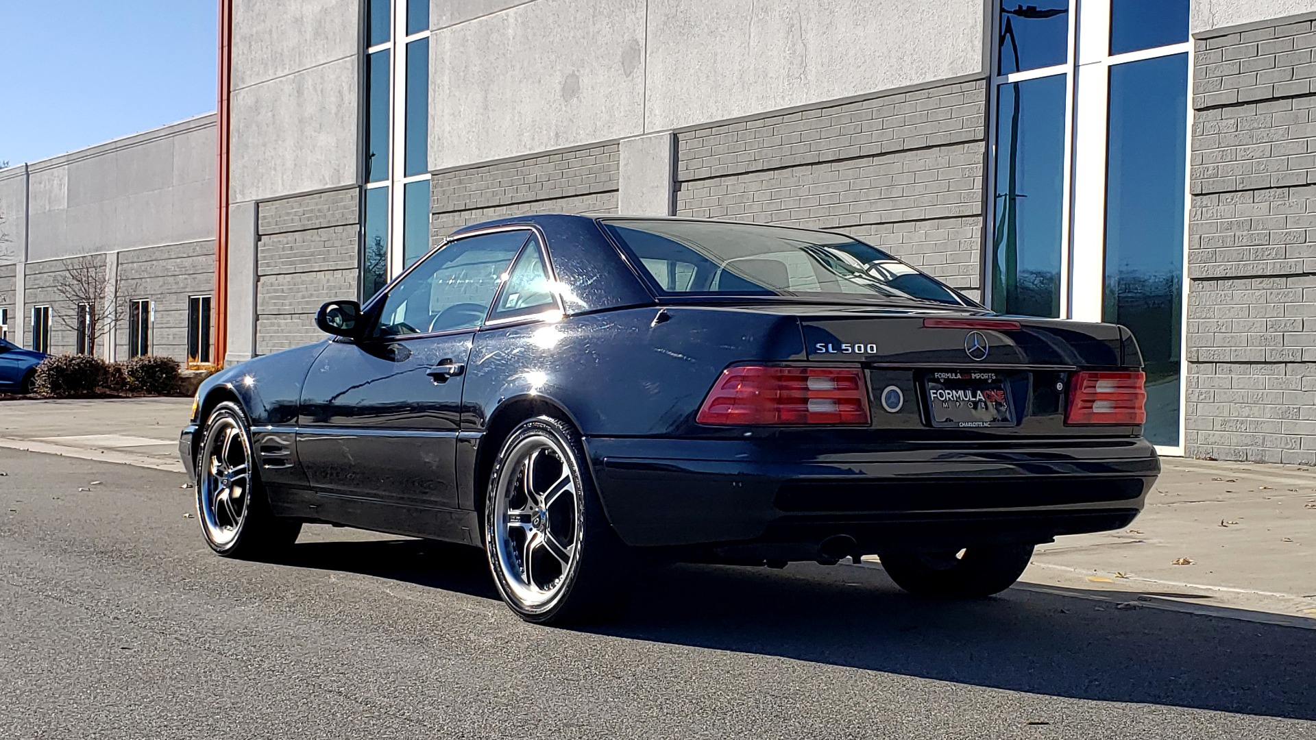 Used 1999 Mercedes-Benz SL-CLASS ROADSTER / 5.0L V8 (302HP) / 5-SPD AUTO / 18IN WHEELS for sale $9,995 at Formula Imports in Charlotte NC 28227 3