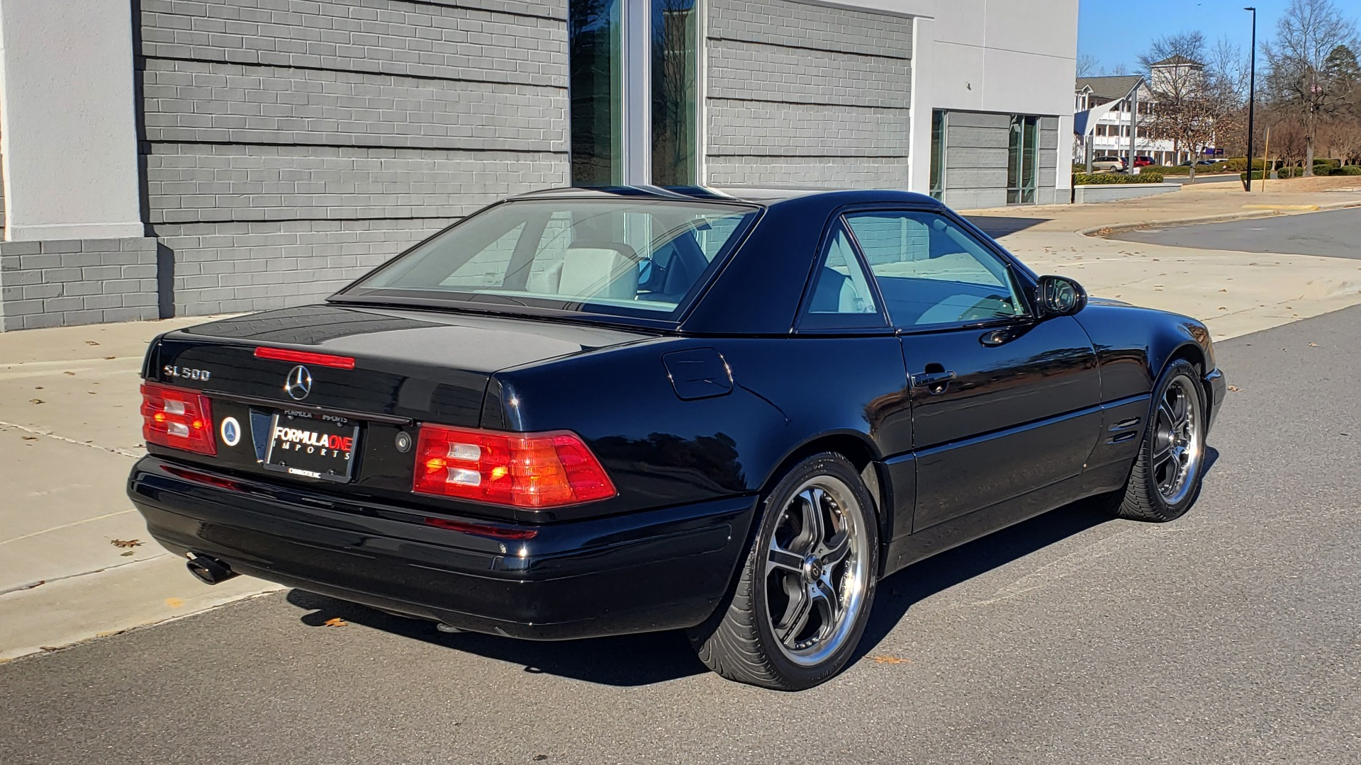 Used 1999 Mercedes-Benz SL-CLASS ROADSTER / 5.0L V8 (302HP) / 5-SPD AUTO / 18IN WHEELS for sale $9,995 at Formula Imports in Charlotte NC 28227 6