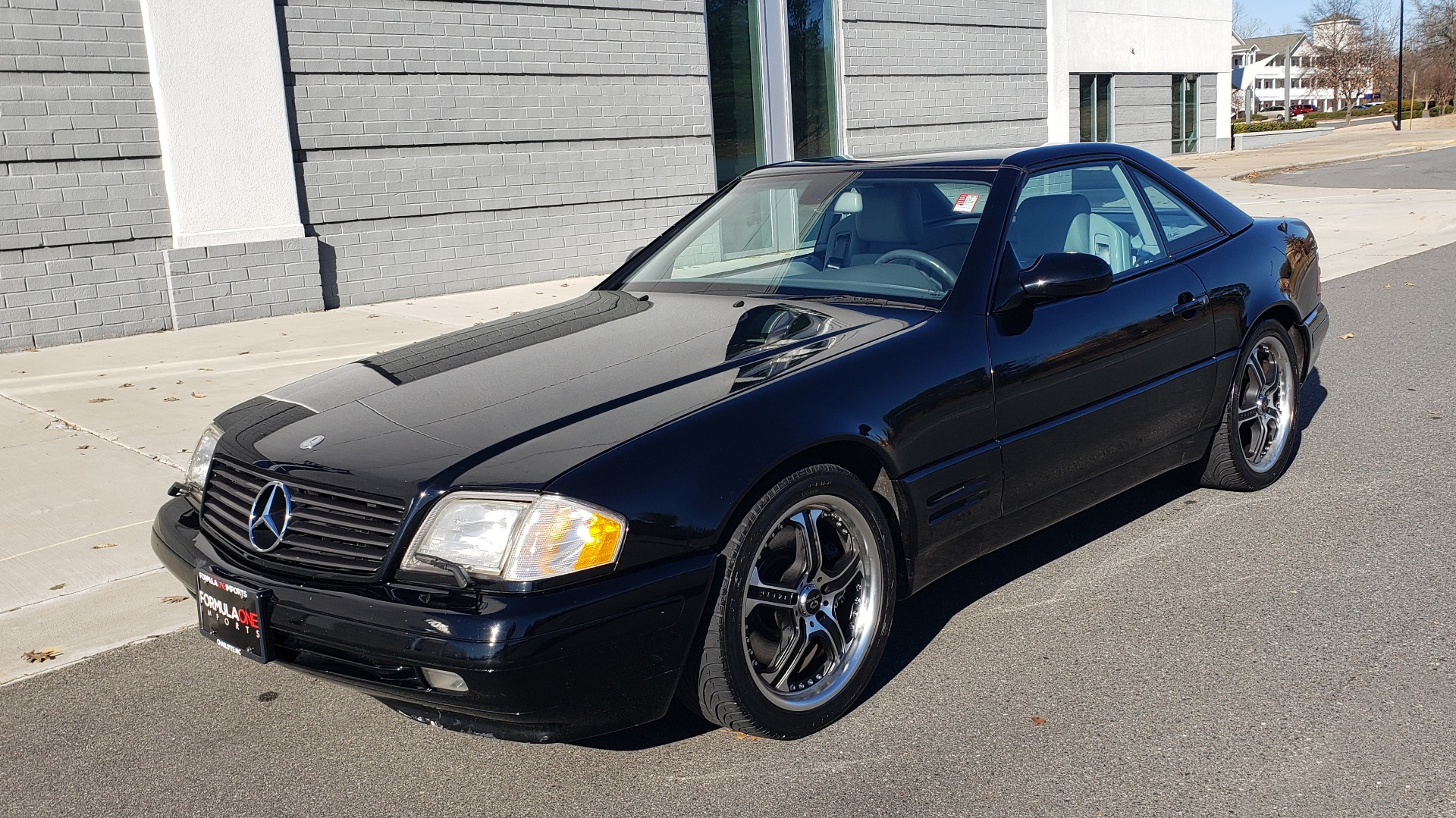Used 1999 Mercedes-Benz SL-CLASS ROADSTER / 5.0L V8 (302HP) / 5-SPD AUTO / 18IN WHEELS for sale $9,995 at Formula Imports in Charlotte NC 28227 1