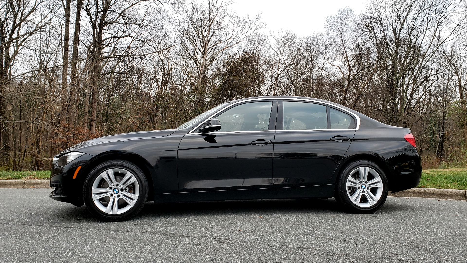 Used 2017 BMW 3 SERIES 330I XDRIVE / AWD / HEATED SEATS / LOW MILES for sale $23,495 at Formula Imports in Charlotte NC 28227 2