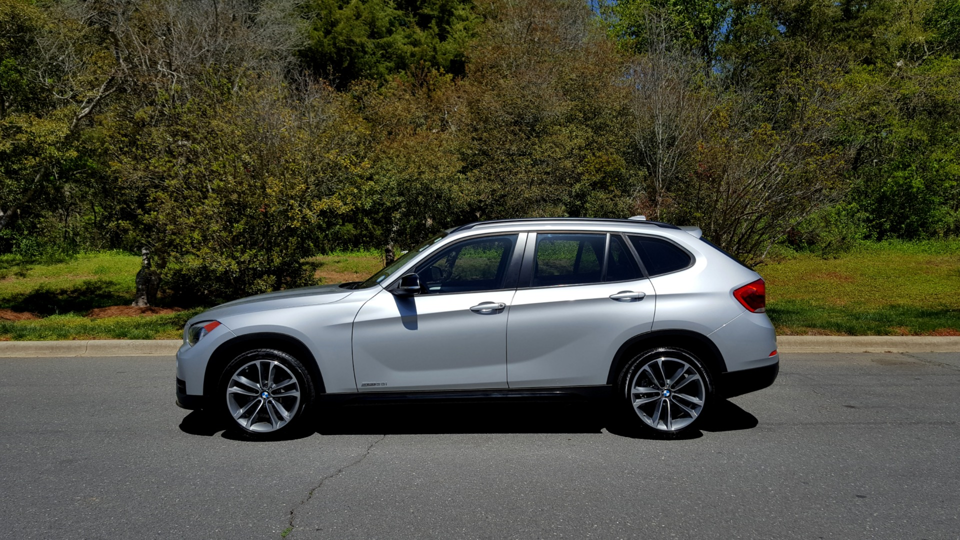 Used 2015 BMW X1 SDRIVE28I / SPORT LINE / PANO-ROOF / HTD STS / DUAL-ZONE CLIMATE for sale Sold at Formula Imports in Charlotte NC 28227 2