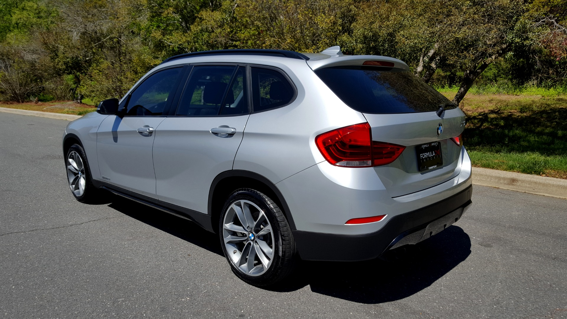 Used 2015 BMW X1 SDRIVE28I / SPORT LINE / PANO-ROOF / HTD STS / DUAL-ZONE CLIMATE for sale Sold at Formula Imports in Charlotte NC 28227 3