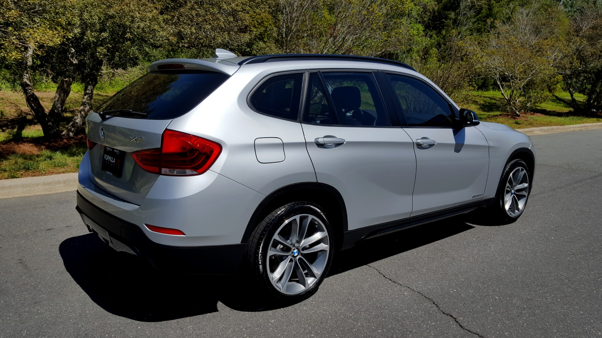 Used 2015 BMW X1 SDRIVE28I / SPORT LINE / PANO-ROOF / HTD STS / DUAL-ZONE CLIMATE for sale Sold at Formula Imports in Charlotte NC 28227 4