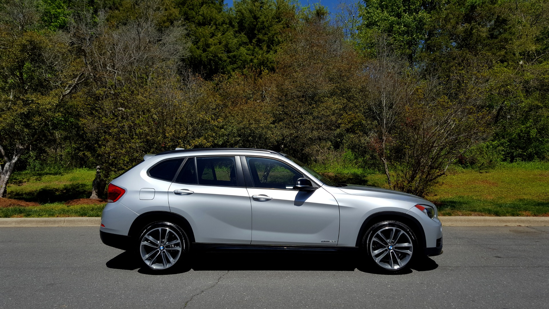 Used 2015 BMW X1 SDRIVE28I / SPORT LINE / PANO-ROOF / HTD STS / DUAL-ZONE CLIMATE for sale Sold at Formula Imports in Charlotte NC 28227 5