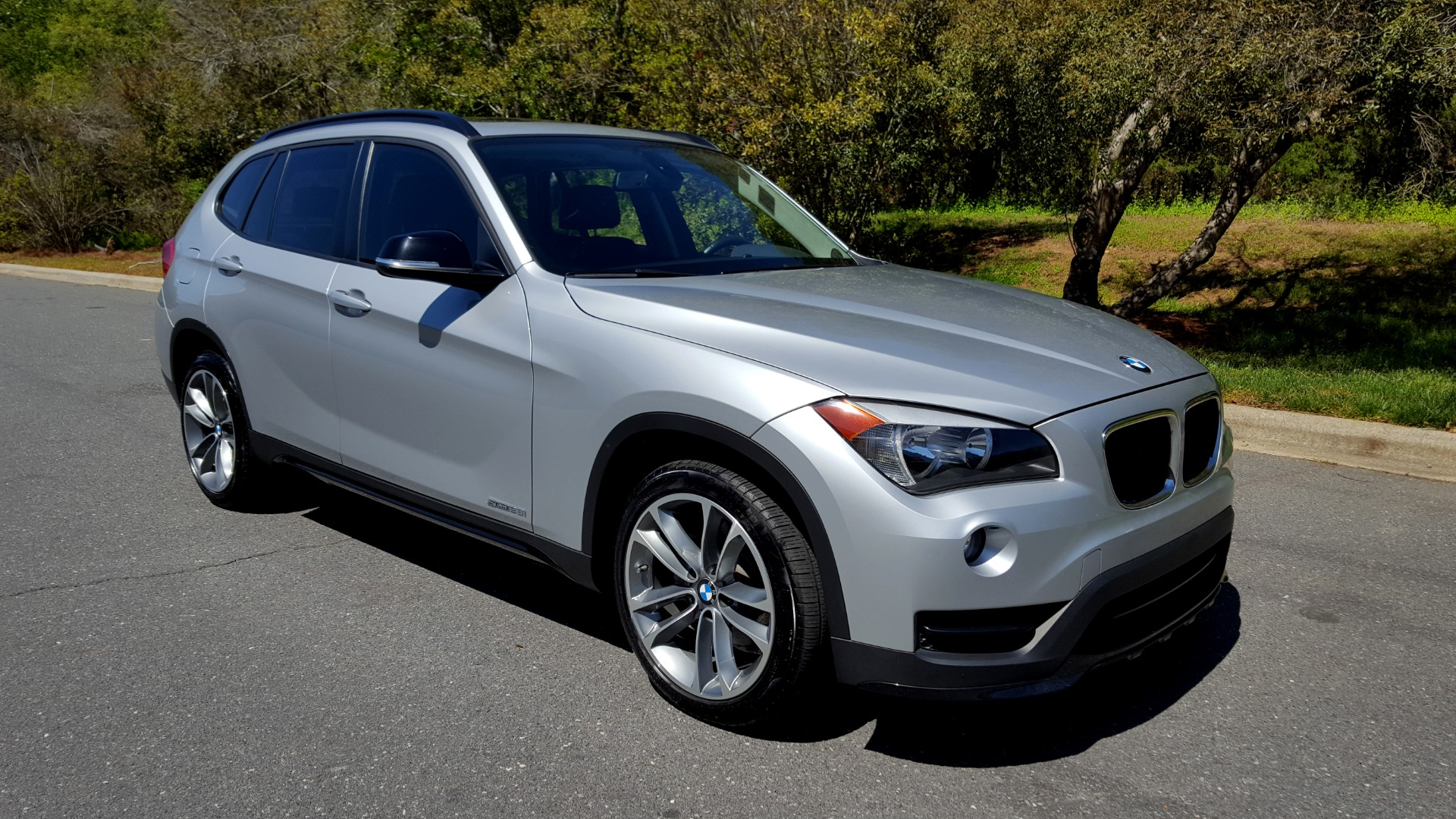 Used 2015 BMW X1 SDRIVE28I / SPORT LINE / PANO-ROOF / HTD STS / DUAL-ZONE CLIMATE for sale Sold at Formula Imports in Charlotte NC 28227 6