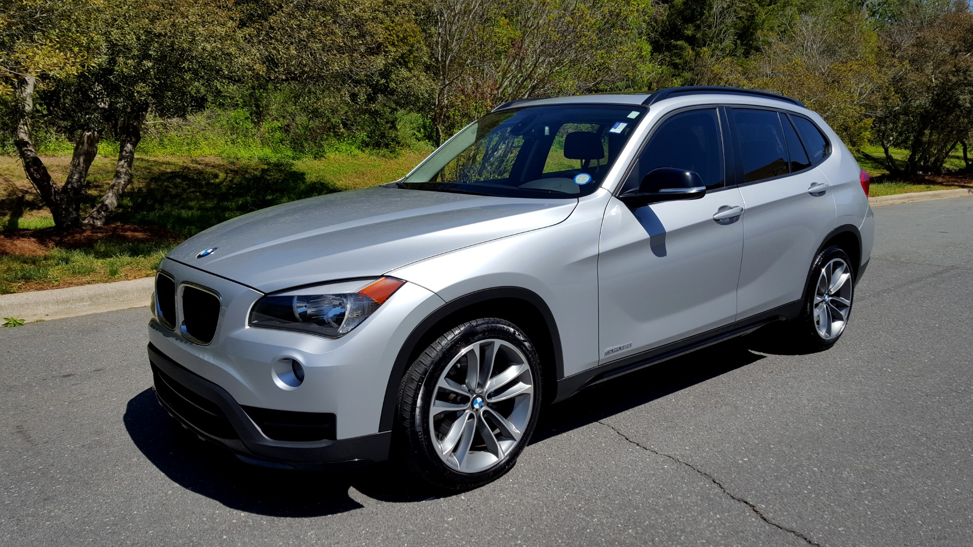 Used 2015 BMW X1 SDRIVE28I / SPORT LINE / PANO-ROOF / HTD STS / DUAL-ZONE CLIMATE for sale Sold at Formula Imports in Charlotte NC 28227 1