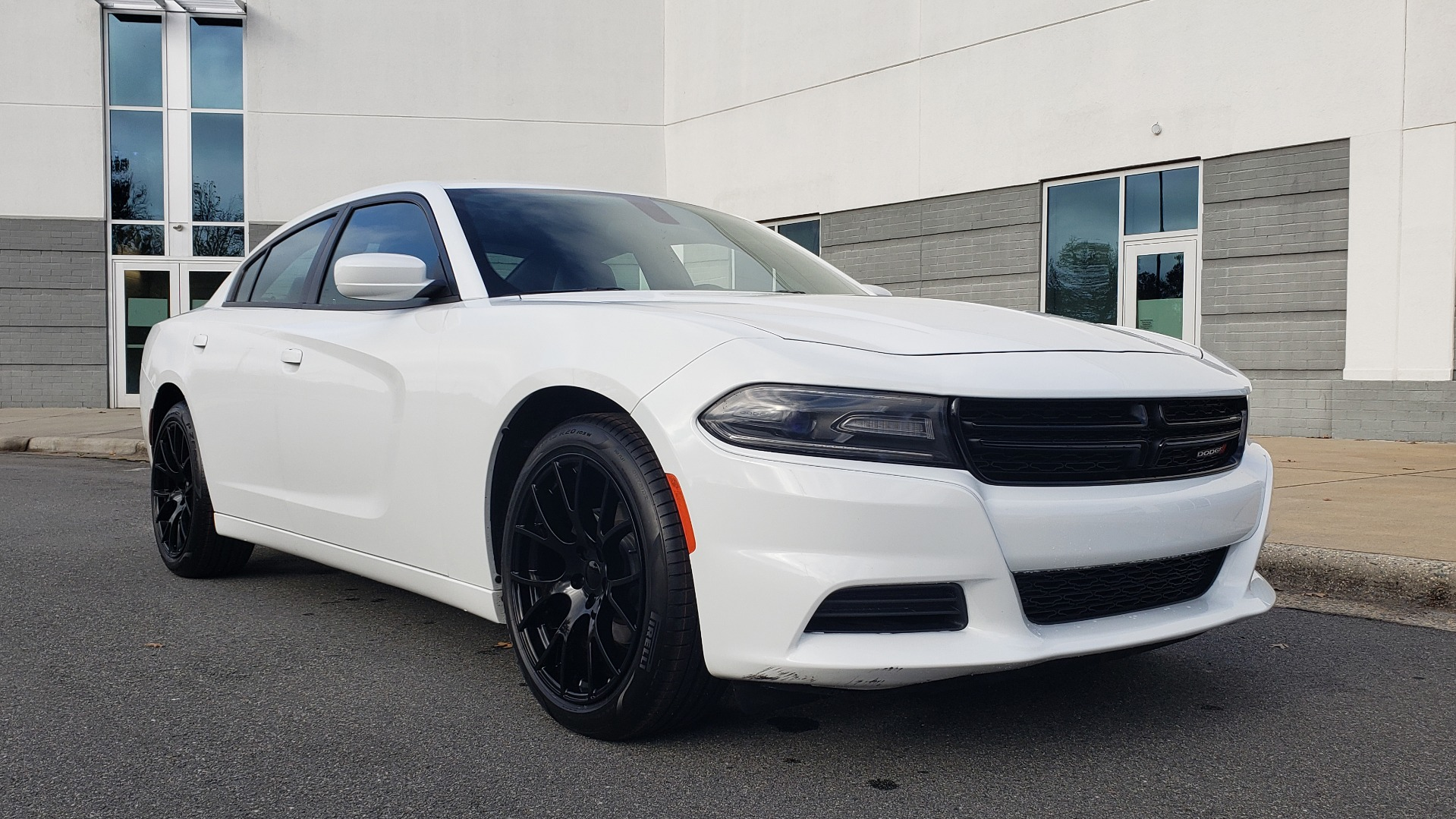Used 2020 Dodge CHARGER SXT / RWD / V6 / 8-SPD AUTO / LTHR / HTD STS / SUNROOF / REARVIEW for sale $25,995 at Formula Imports in Charlotte NC 28227 2
