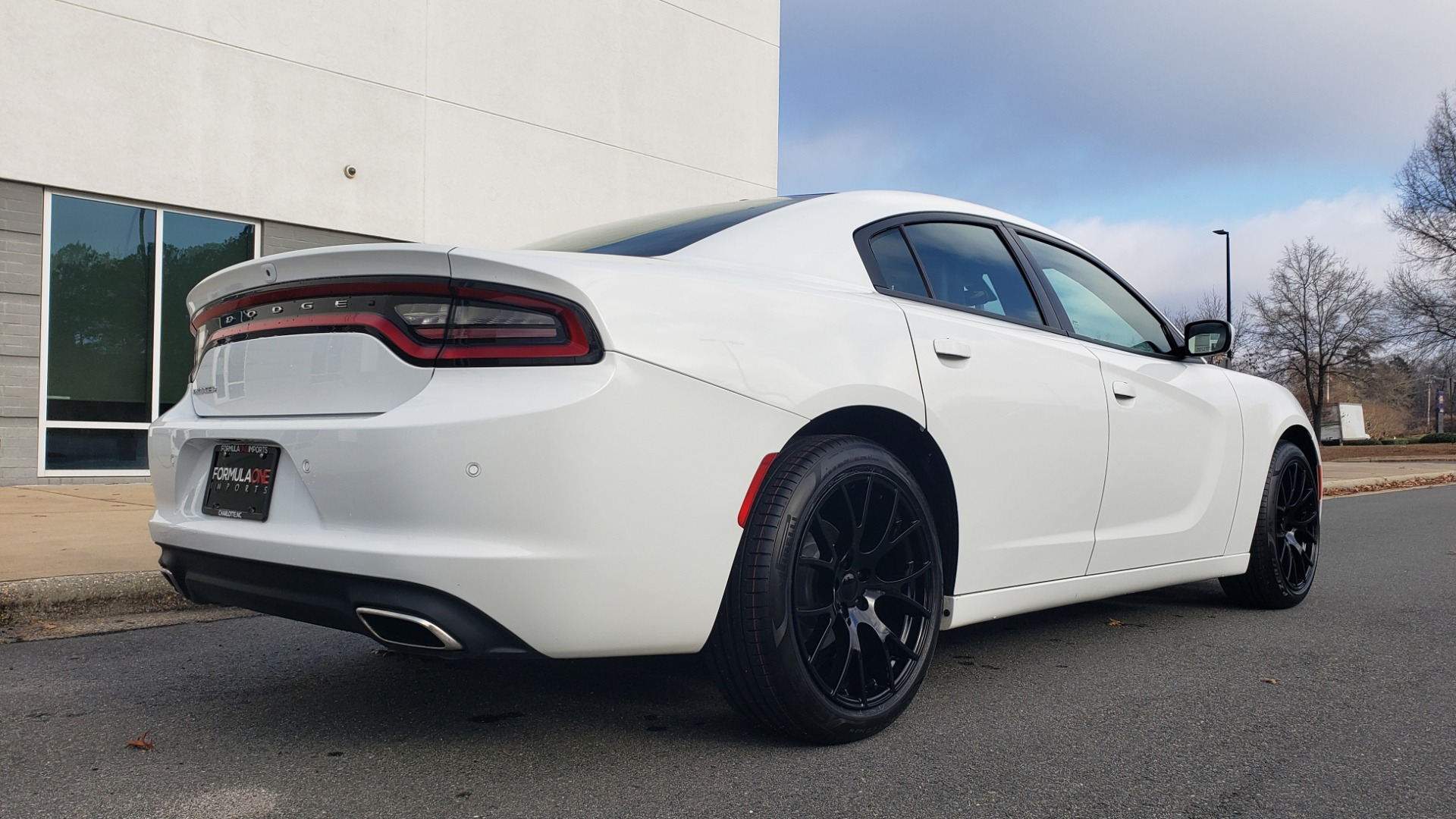 Used 2020 Dodge CHARGER SXT / RWD / V6 / 8-SPD AUTO / LTHR / HTD STS / SUNROOF / REARVIEW for sale $25,995 at Formula Imports in Charlotte NC 28227 6