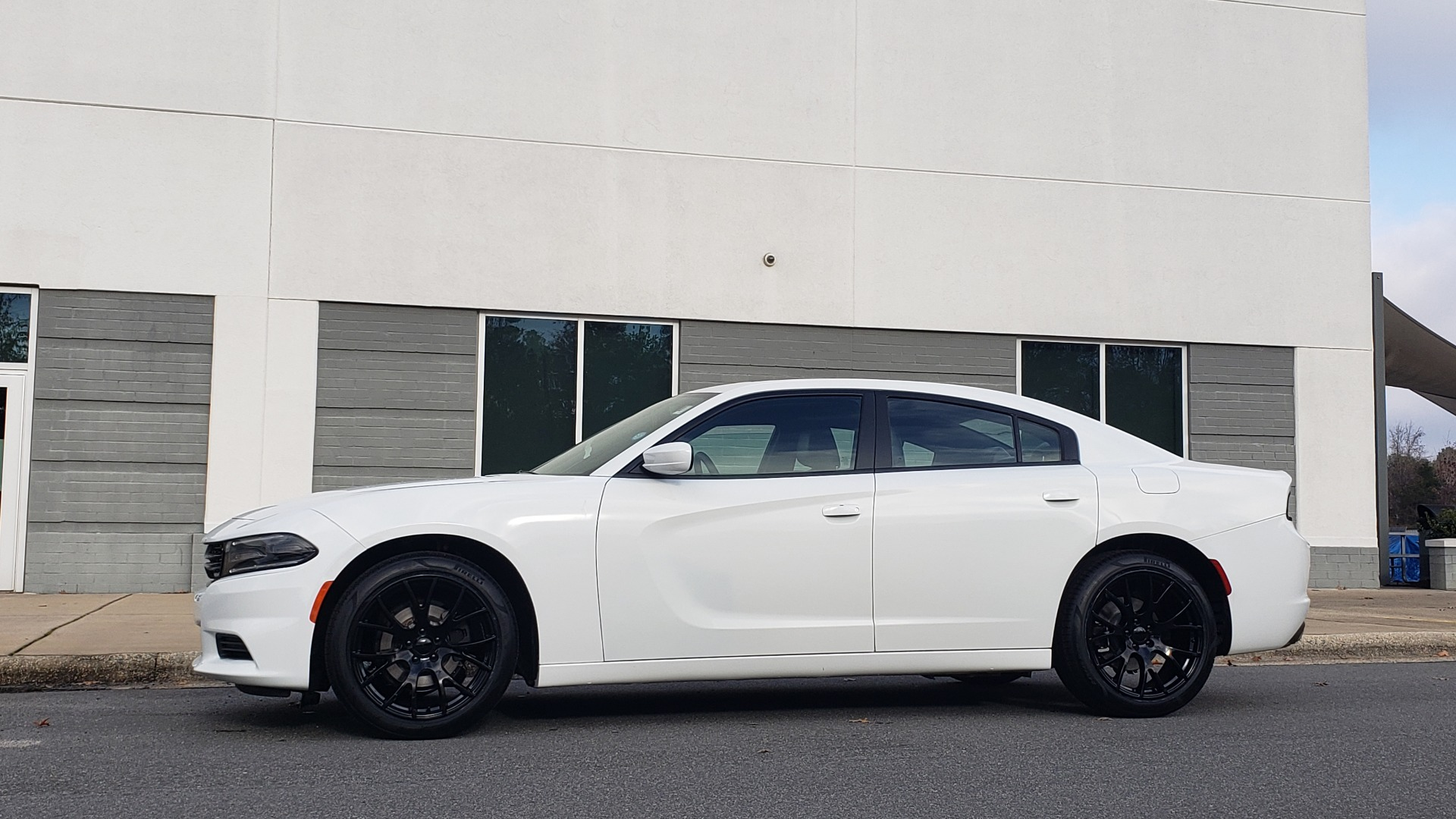 Used 2020 Dodge CHARGER SXT / RWD / V6 / 8-SPD AUTO / LTHR / HTD STS / SUNROOF / REARVIEW for sale $25,995 at Formula Imports in Charlotte NC 28227 7