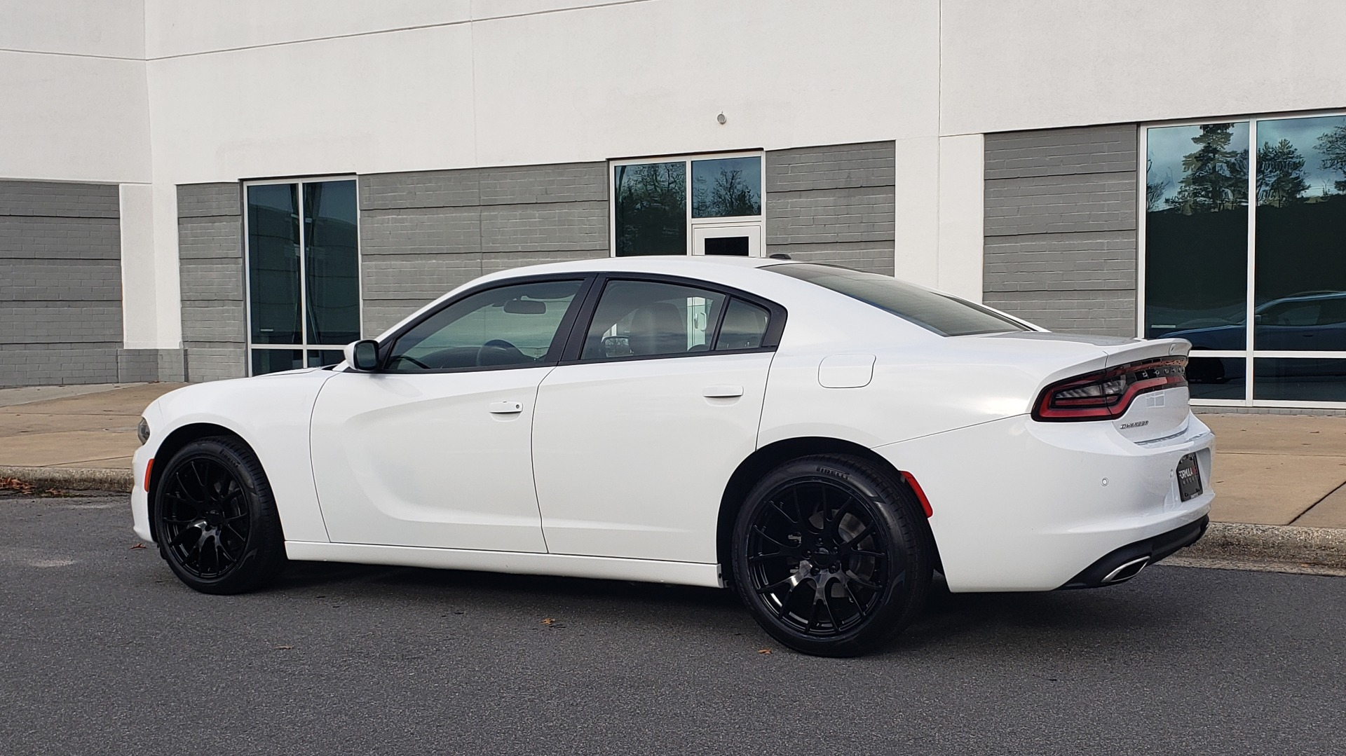 Used 2020 Dodge CHARGER SXT / RWD / V6 / 8-SPD AUTO / LTHR / HTD STS / SUNROOF / REARVIEW for sale $25,995 at Formula Imports in Charlotte NC 28227 8