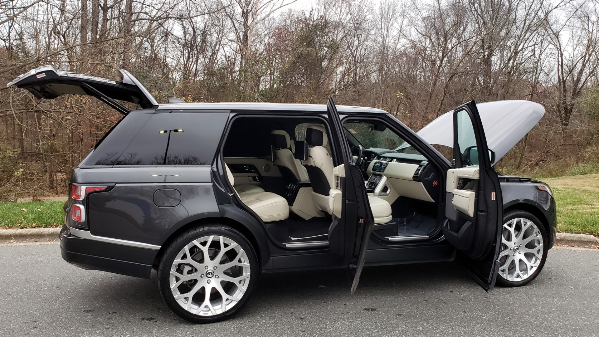 Used 2018 Land Rover RANGE ROVER AUTOBIOGRAPHY SC V8 / LONG / NAV / PANOROOF / ENT SYS / REARVIEW for sale $117,999 at Formula Imports in Charlotte NC 28227 12