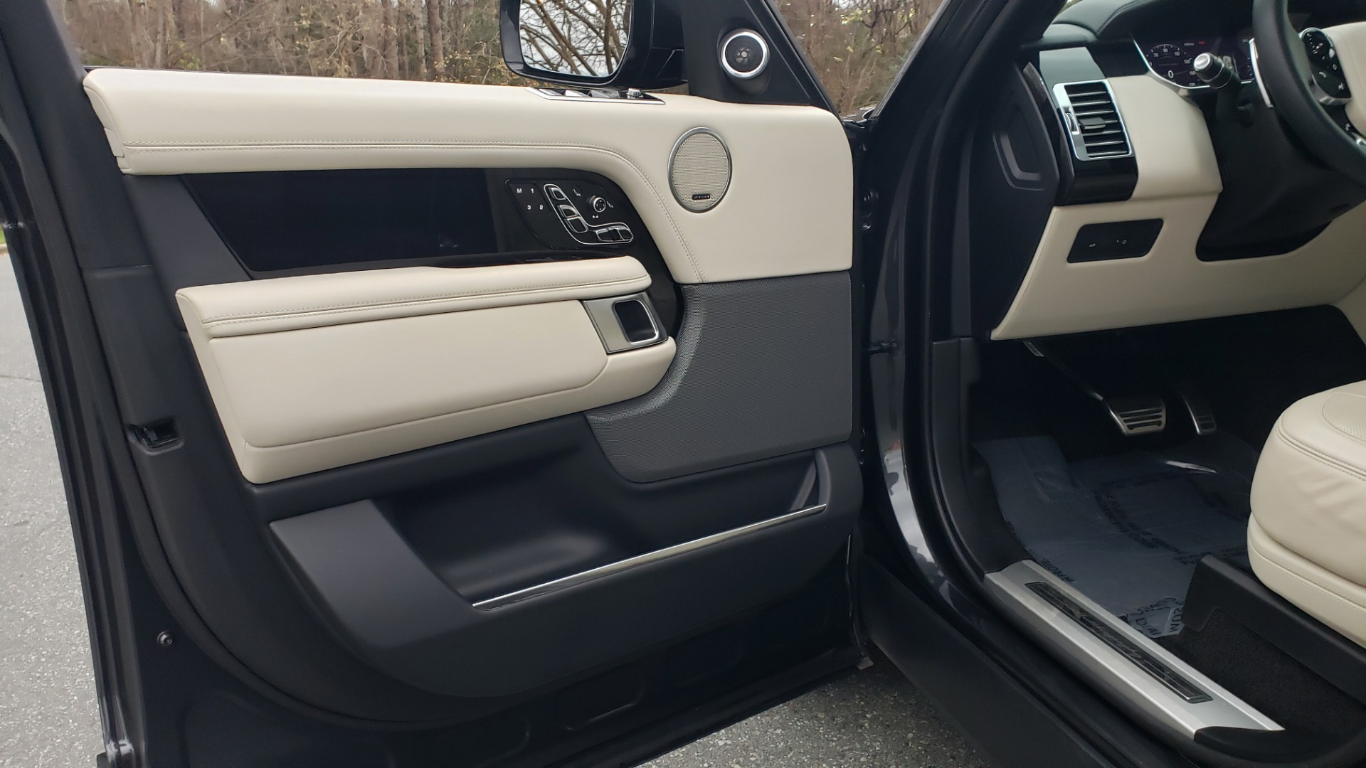 Used 2018 Land Rover RANGE ROVER AUTOBIOGRAPHY SC V8 / LONG / NAV / PANOROOF / ENT SYS / REARVIEW for sale $117,999 at Formula Imports in Charlotte NC 28227 37