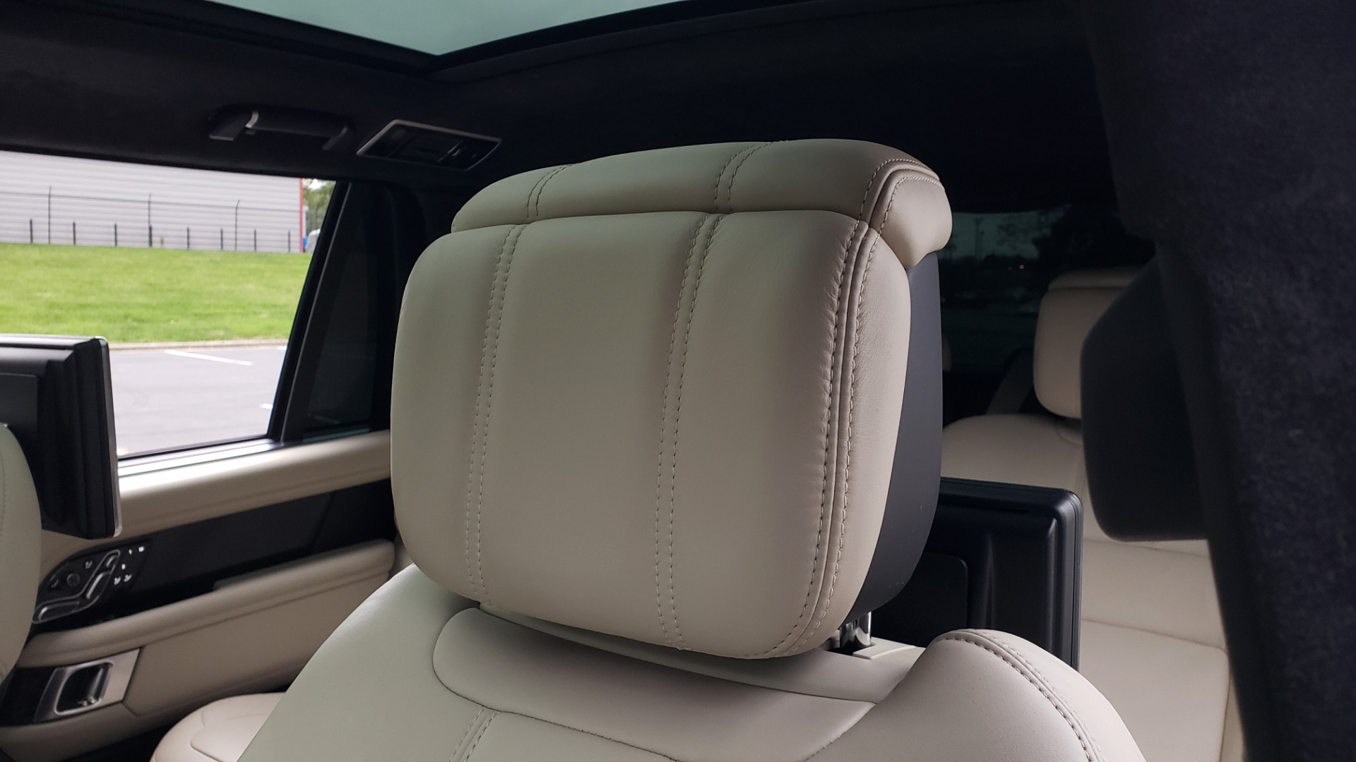 Used 2018 Land Rover RANGE ROVER AUTOBIOGRAPHY SC V8 / LONG / NAV / PANOROOF / ENT SYS / REARVIEW for sale $117,999 at Formula Imports in Charlotte NC 28227 43