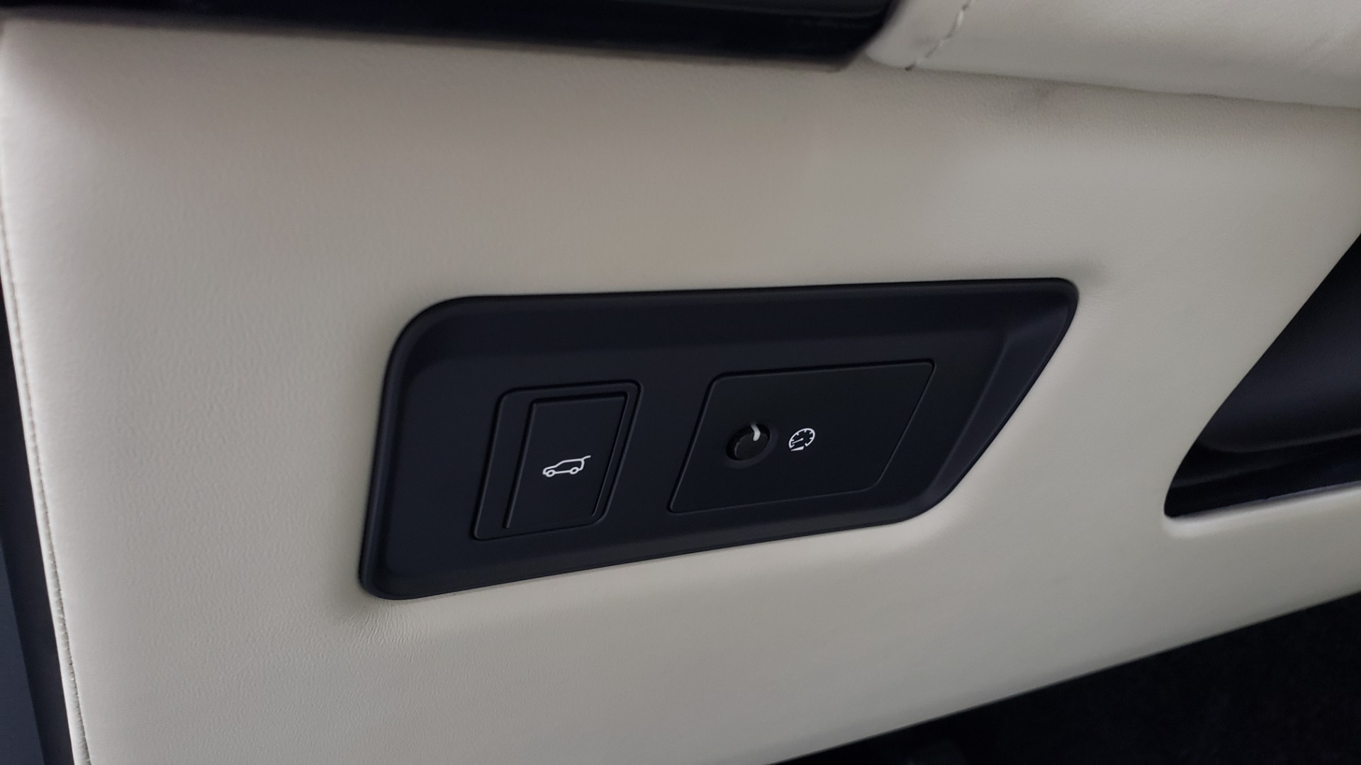 Used 2018 Land Rover RANGE ROVER AUTOBIOGRAPHY SC V8 / LONG / NAV / PANOROOF / ENT SYS / REARVIEW for sale $117,999 at Formula Imports in Charlotte NC 28227 45