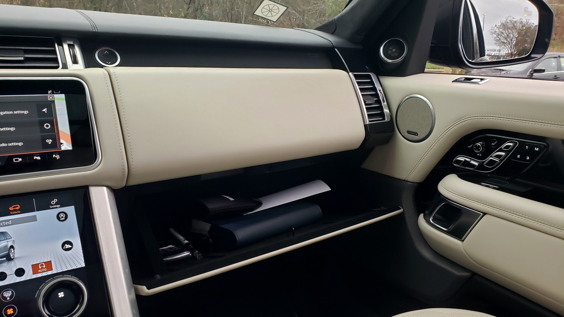 Used 2018 Land Rover RANGE ROVER AUTOBIOGRAPHY SC V8 / LONG / NAV / PANOROOF / ENT SYS / REARVIEW for sale $117,999 at Formula Imports in Charlotte NC 28227 62