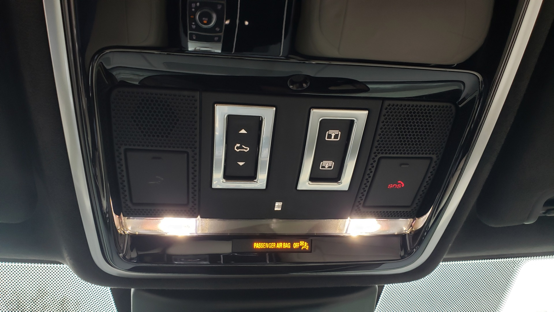 Used 2018 Land Rover RANGE ROVER AUTOBIOGRAPHY SC V8 / LONG / NAV / PANOROOF / ENT SYS / REARVIEW for sale $117,999 at Formula Imports in Charlotte NC 28227 66