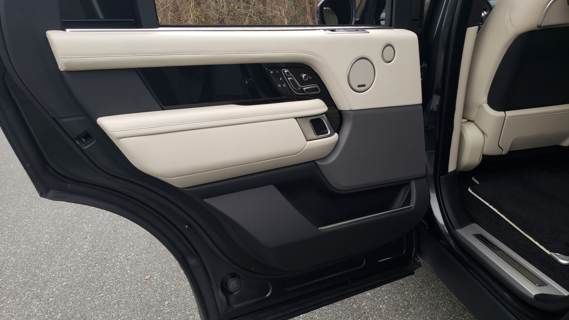 Used 2018 Land Rover RANGE ROVER AUTOBIOGRAPHY SC V8 / LONG / NAV / PANOROOF / ENT SYS / REARVIEW for sale $117,999 at Formula Imports in Charlotte NC 28227 69