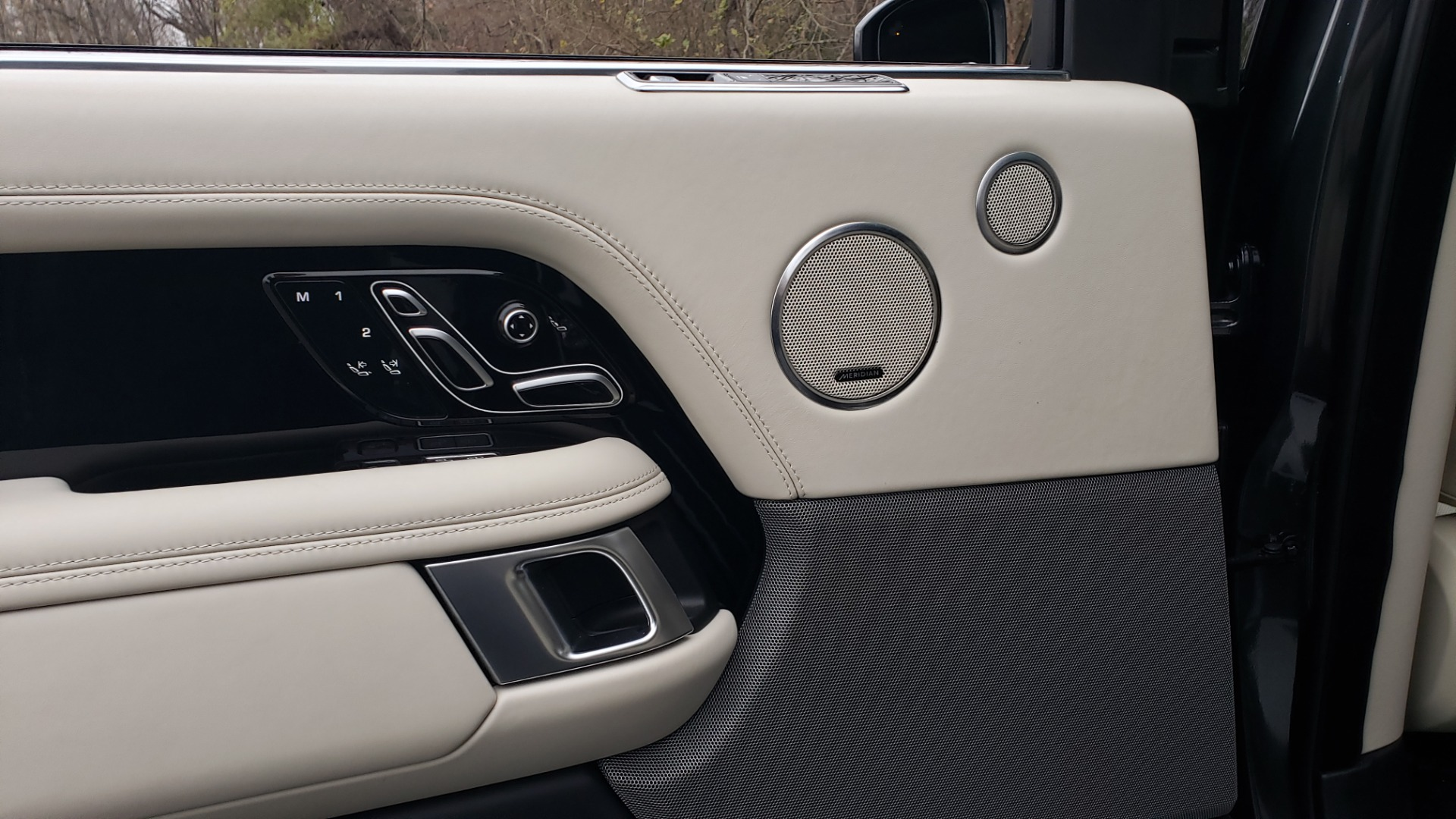 Used 2018 Land Rover RANGE ROVER AUTOBIOGRAPHY SC V8 / LONG / NAV / PANOROOF / ENT SYS / REARVIEW for sale $117,999 at Formula Imports in Charlotte NC 28227 70
