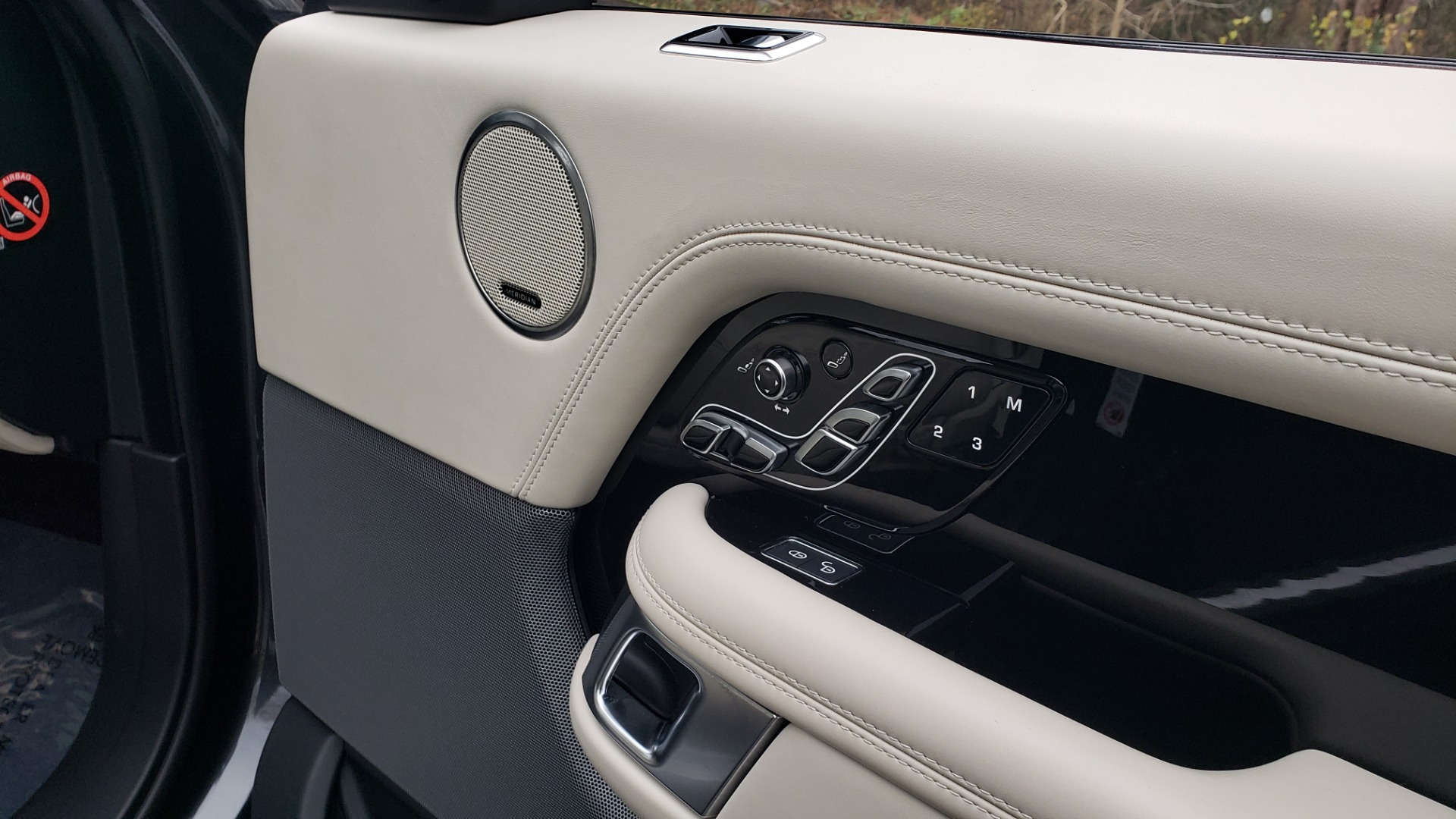 Used 2018 Land Rover RANGE ROVER AUTOBIOGRAPHY SC V8 / LONG / NAV / PANOROOF / ENT SYS / REARVIEW for sale $117,999 at Formula Imports in Charlotte NC 28227 76