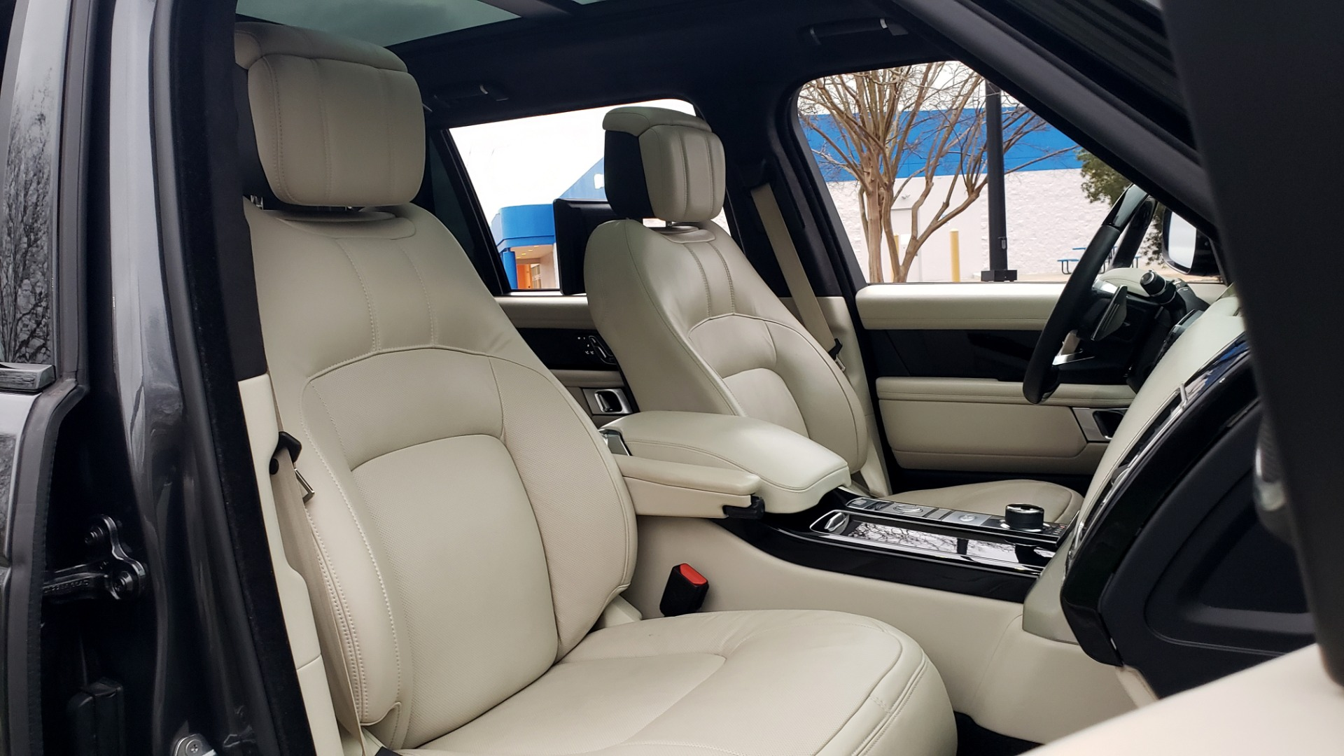 Used 2018 Land Rover RANGE ROVER AUTOBIOGRAPHY SC V8 / LONG / NAV / PANOROOF / ENT SYS / REARVIEW for sale $117,999 at Formula Imports in Charlotte NC 28227 78