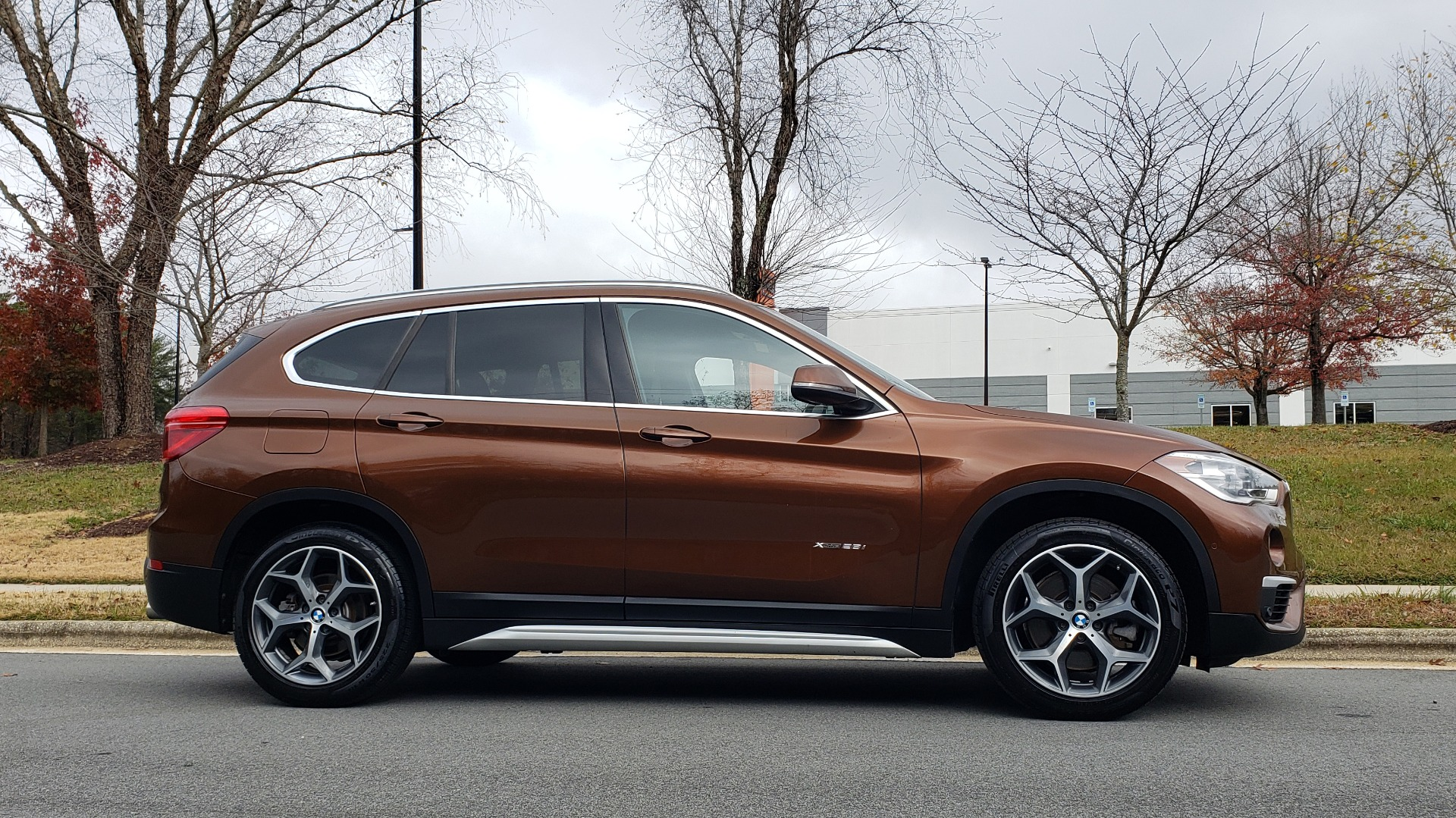 Used 2017 BMW X1 XDRIVE28I / PREM / TECH / DRVR ASST / COLD WTHR / REARVIEW for sale Sold at Formula Imports in Charlotte NC 28227 5
