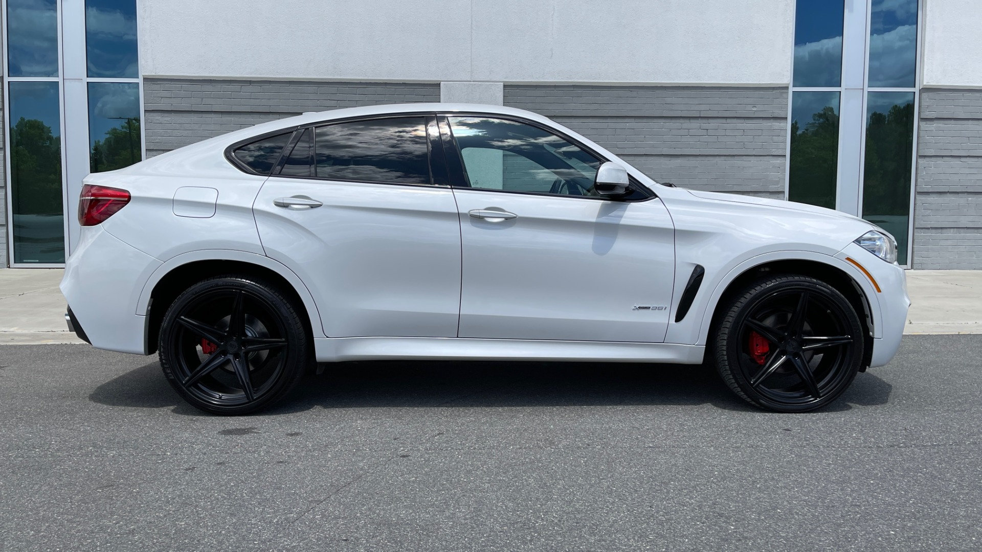 Used 2018 BMW X6 XDRIVE35I M-SPORT / NAV / DRVR ASST PLUS / ADAPT M-SUSP / REARVIEW for sale Sold at Formula Imports in Charlotte NC 28227 3