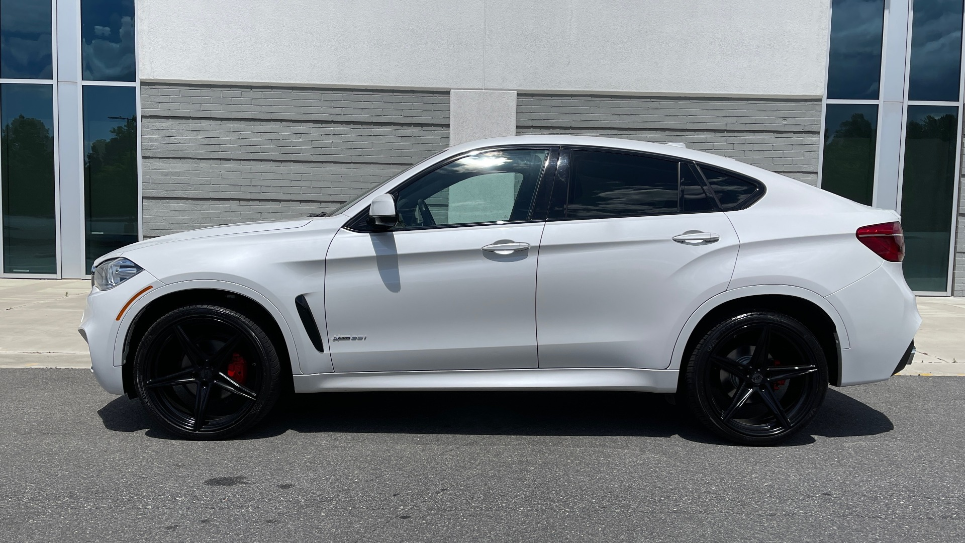 Used 2018 BMW X6 XDRIVE35I M-SPORT / NAV / DRVR ASST PLUS / ADAPT M-SUSP / REARVIEW for sale Sold at Formula Imports in Charlotte NC 28227 5