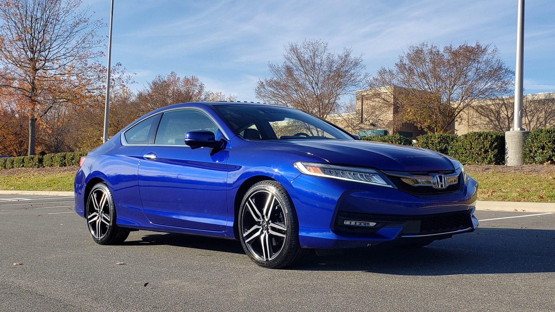 Used 2017 Honda ACCORD COUPE TOURING V6 / 2-DR / NAV / SUNROOF / LANEWATCH / CMBS for sale Sold at Formula Imports in Charlotte NC 28227 11