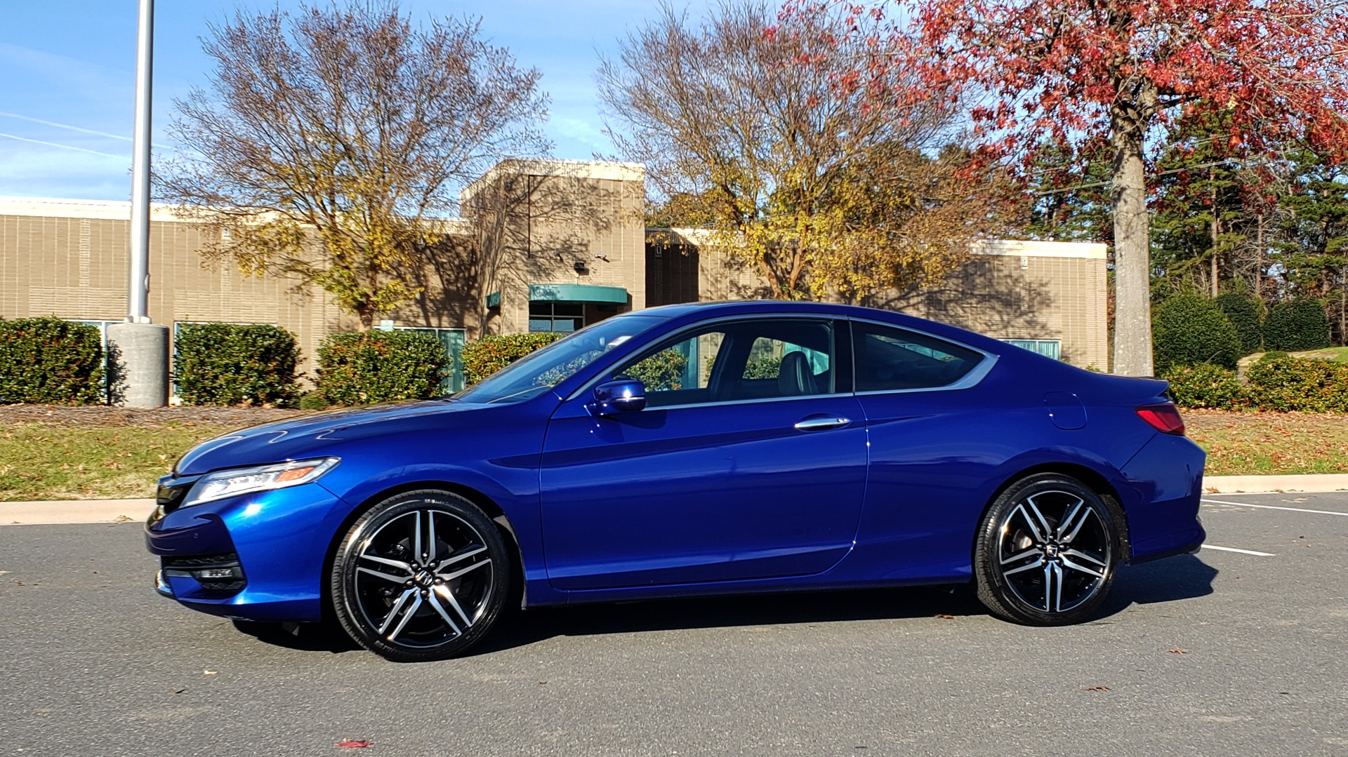 Used 2017 Honda ACCORD COUPE TOURING V6 / 2-DR / NAV / SUNROOF / LANEWATCH / CMBS for sale Sold at Formula Imports in Charlotte NC 28227 3
