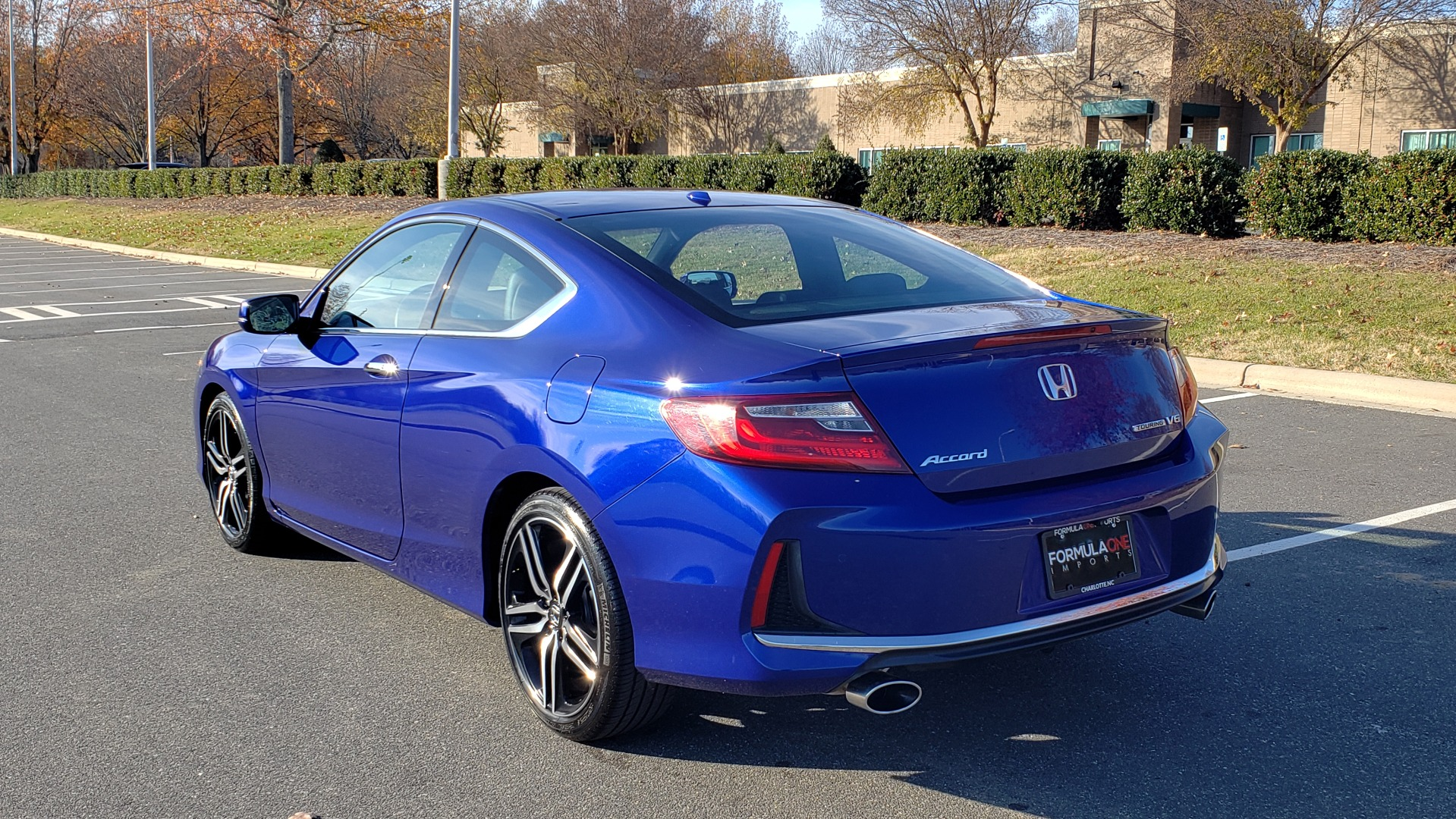 Used 2017 Honda ACCORD COUPE TOURING V6 / 2-DR / NAV / SUNROOF / LANEWATCH / CMBS for sale Sold at Formula Imports in Charlotte NC 28227 5