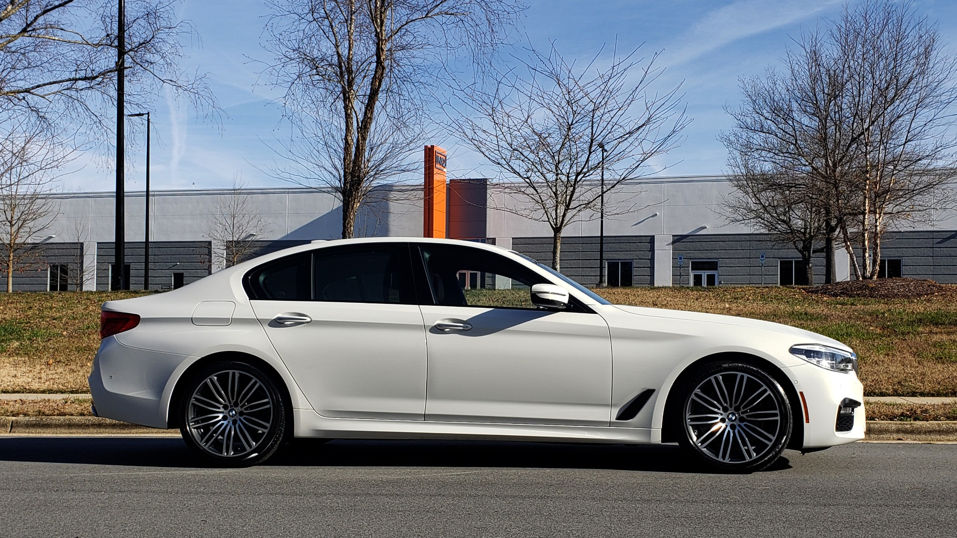 Used 2017 BMW 5 SERIES 540I PREMIUM / M-SPORT / PDC / APPLE CAR PLAY / WIFI for sale Sold at Formula Imports in Charlotte NC 28227 4
