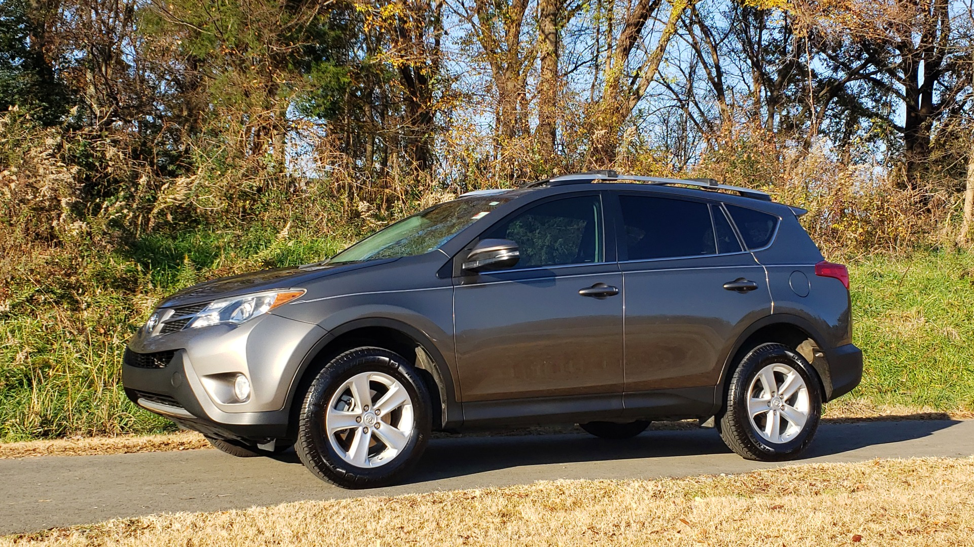 Used 2014 Toyota RAV4 XLE / FWD / 2.5L 4-CYL / 6-SPD AUTO / 17IN ALLOY / REARVIEW for sale $13,695 at Formula Imports in Charlotte NC 28227 2