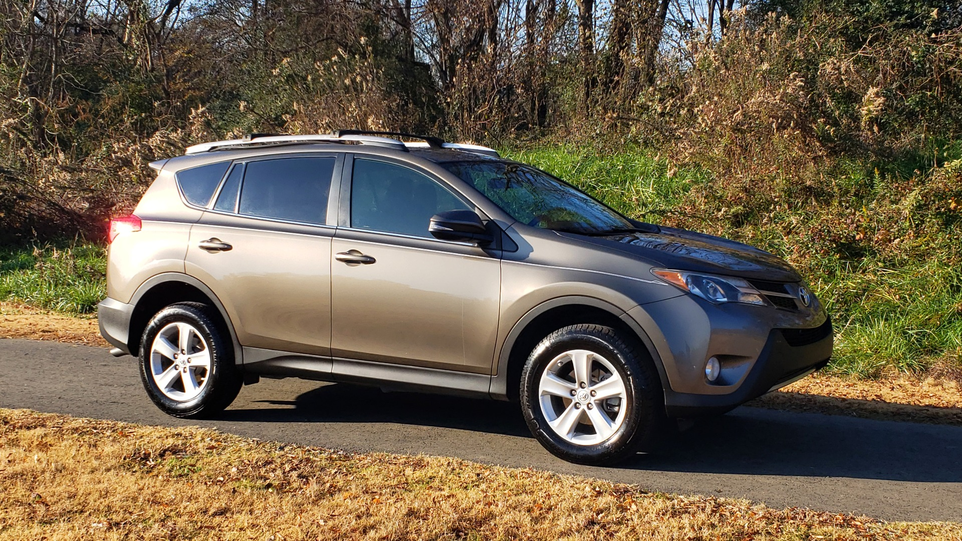 Used 2014 Toyota RAV4 XLE / FWD / 2.5L 4-CYL / 6-SPD AUTO / 17IN ALLOY / REARVIEW for sale $13,695 at Formula Imports in Charlotte NC 28227 6